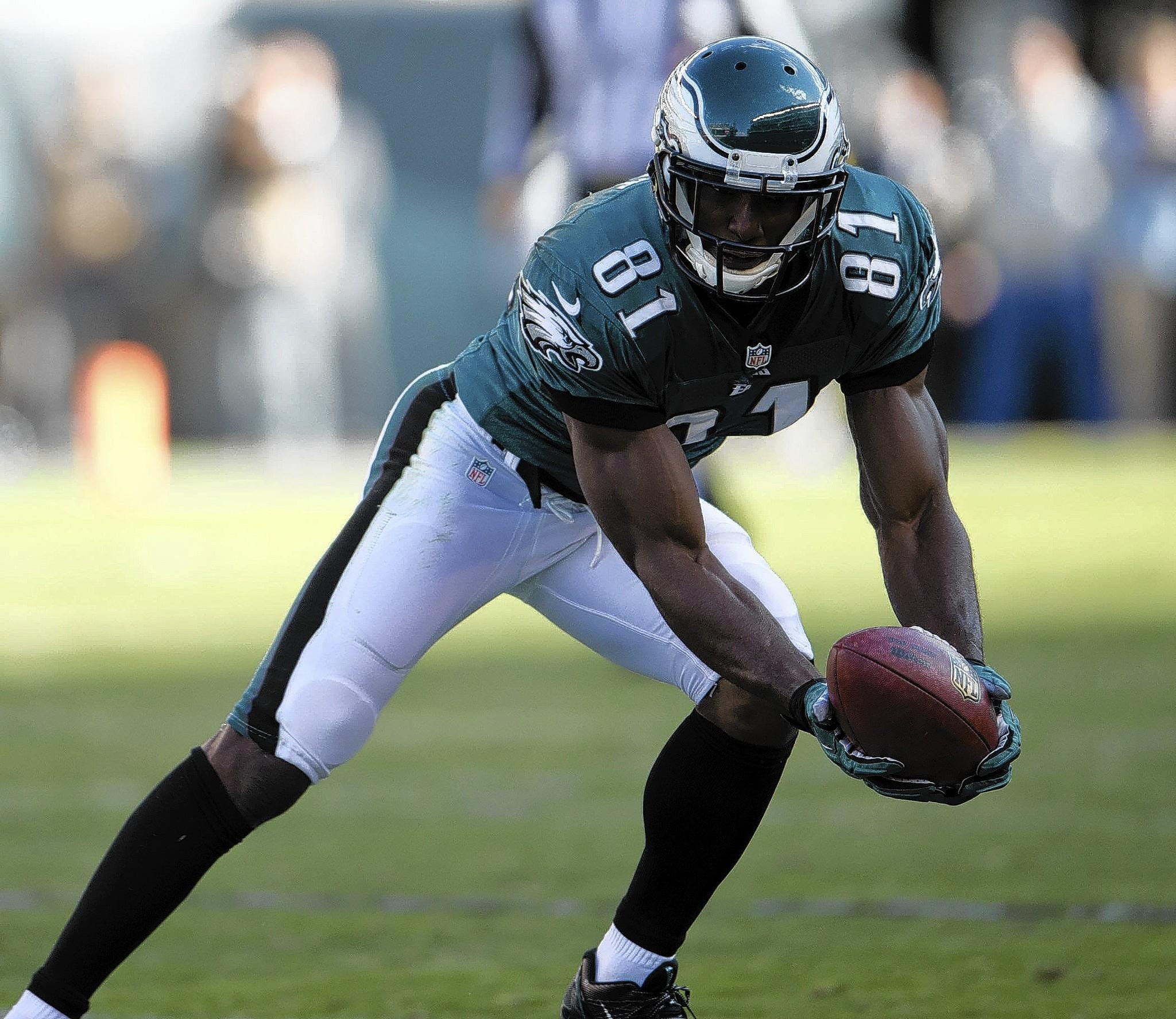 Philadelphia Eagles wide receiver Jason Avant (81) makes a catch against the New York Giants at Lincoln Financial Field in Philadelphia on Sunday, October, 27, 2013.