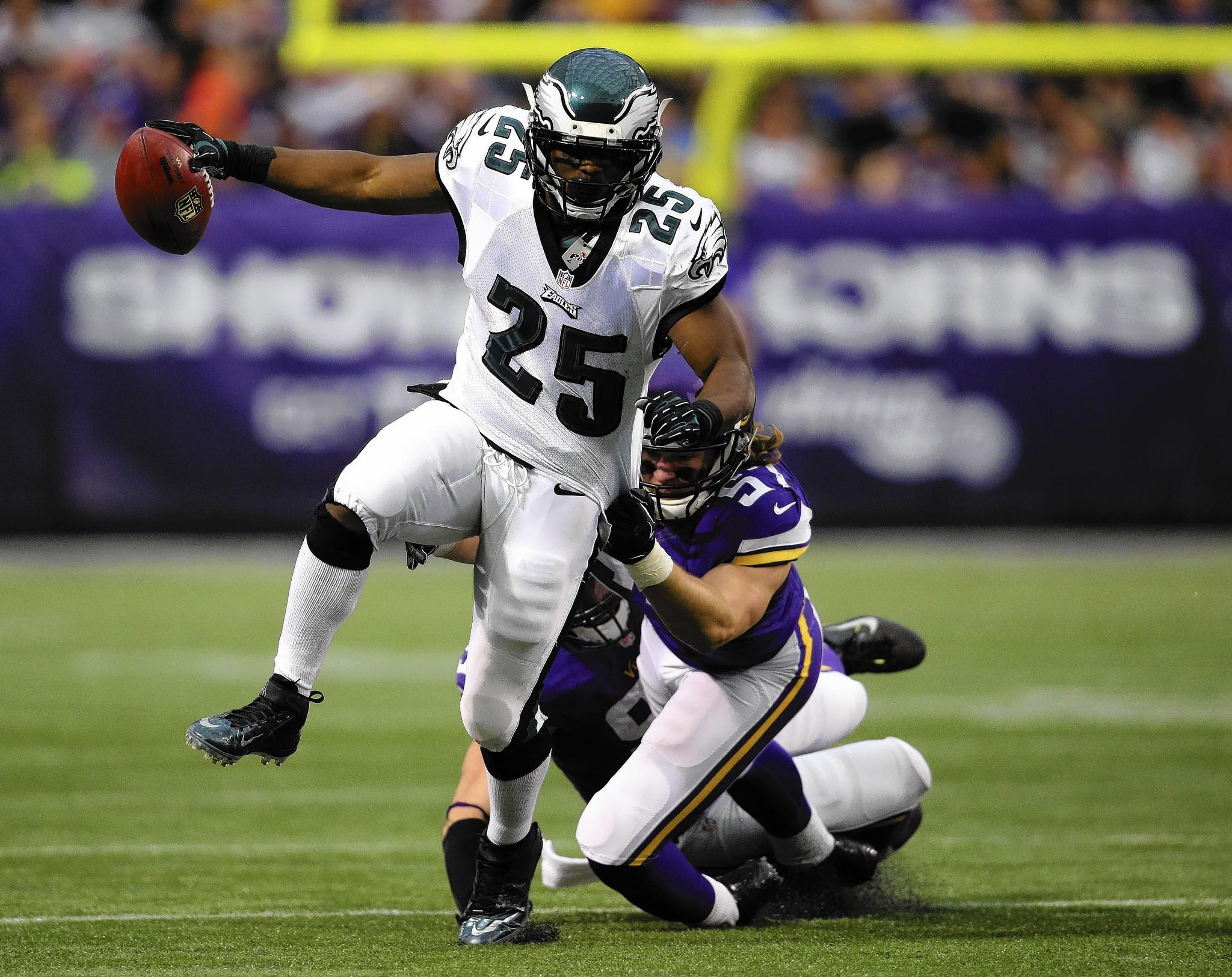 philadelphia eagles mccoy wants to carry team to victory