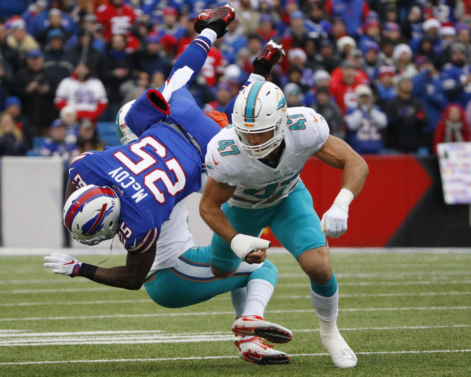 Daniel Thomas looks for running room against the Bills. Miami Dolphins vs. Buffalo Bills. Ralph Wilson Stadium, Orchard Park, NY. 12/23/12. Jim Rassol, Sun Sentinel.