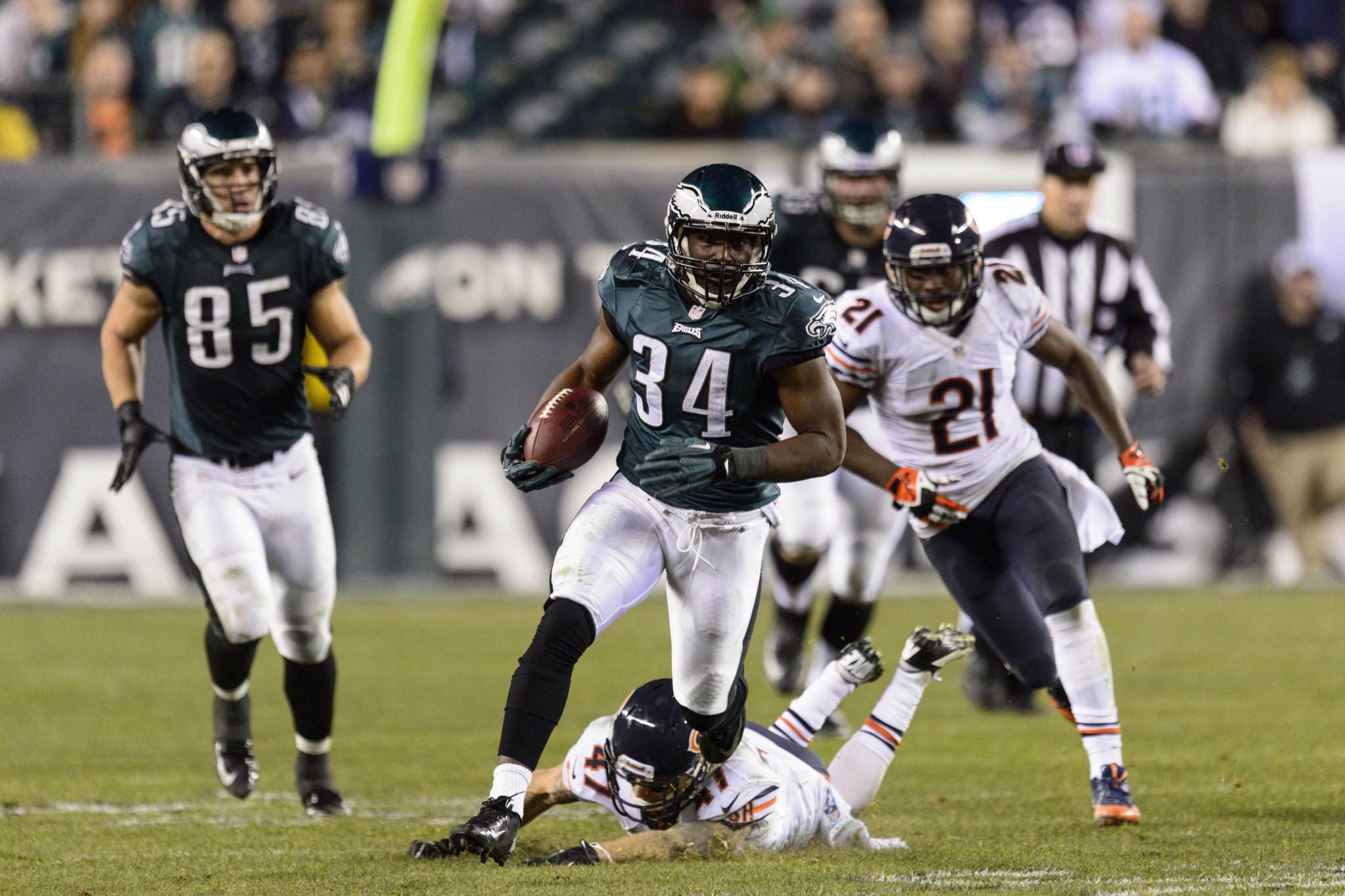 Eagles running back Bryce Brown runs for a touchdown during the fourth quarter Sunday against the Bears.
