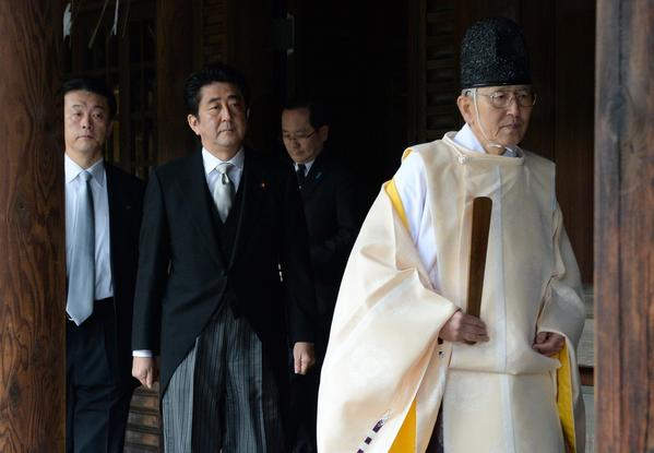 Japanese Prime Minister Shinzo Abe visits shrine