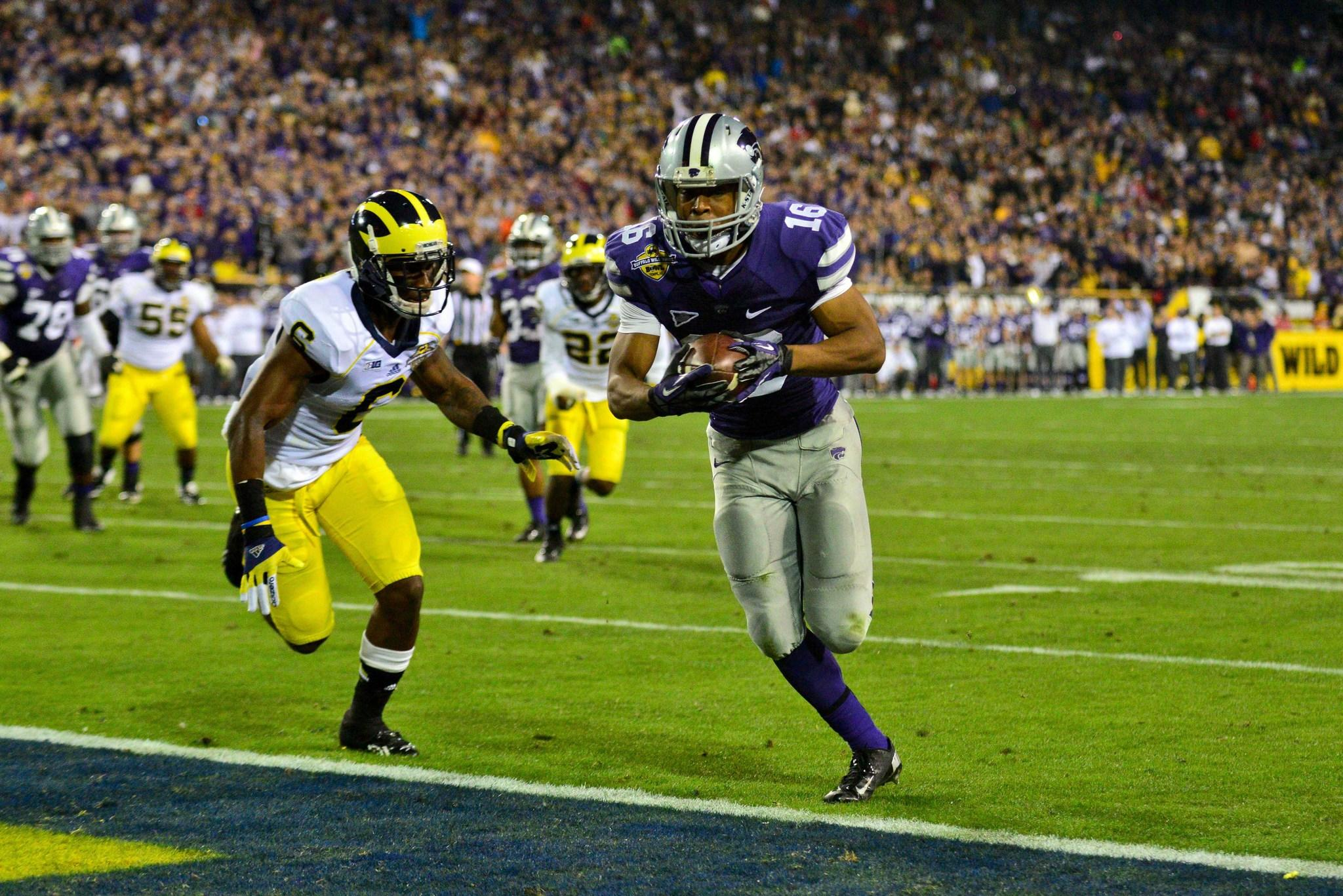 Kansas State wide receiver Tyler Lockett scores a 6-yard touchdown as Michigan's Raymon Taylor defends during the first half.