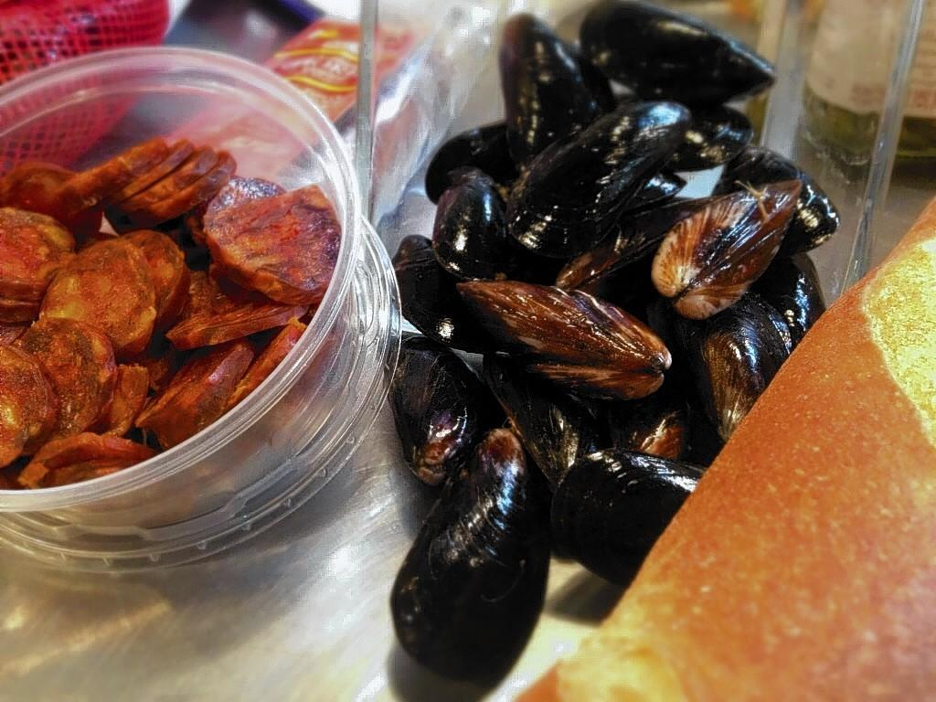Cured chorizo and fresh mussels are the key elements in the La Bretxa stuffing recipe.