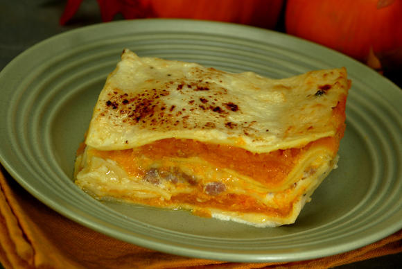 "Yes, this lasagna is less than 500 calories per serving. Dig in! Recipe <a href=""http://recipes.latimes.com/recipe-pumpkin-lasagna/""><strong>here</strong></a>."