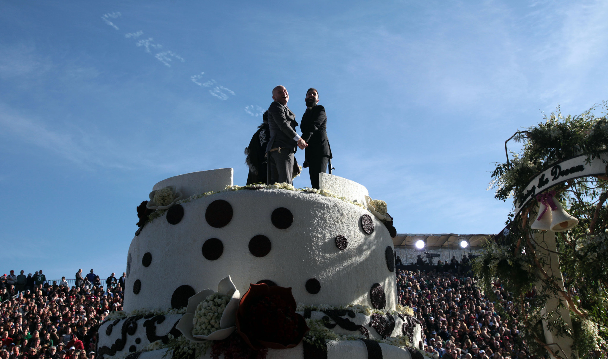 Same-sex wedding occurs without incident on Rose Parade float