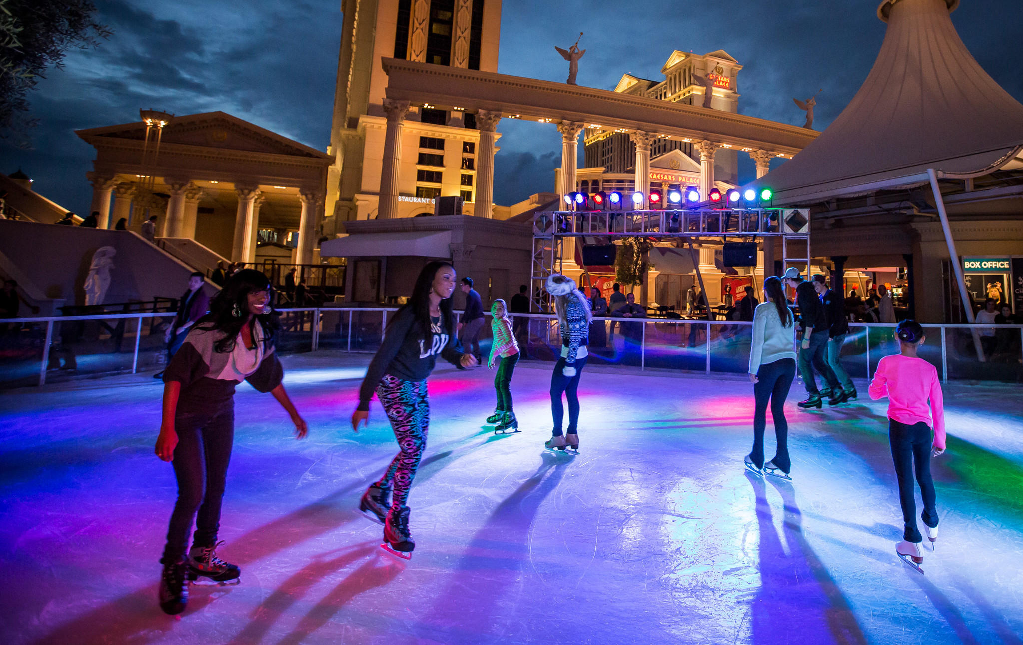 Roller skates las vegas - Despite Temperatures Well Above Freezing Skaters Enjoy A Spin Around The New Ice Rink Outside