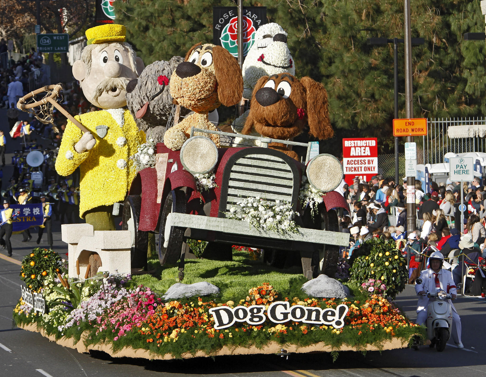 "The La Canada Flintridge float ""Dog Gone!"" won the Bob Hope Humor award for most comical and amusing entry at the 2014 Rose Parade in Pasadena on Wednesday, January 1, 2014."
