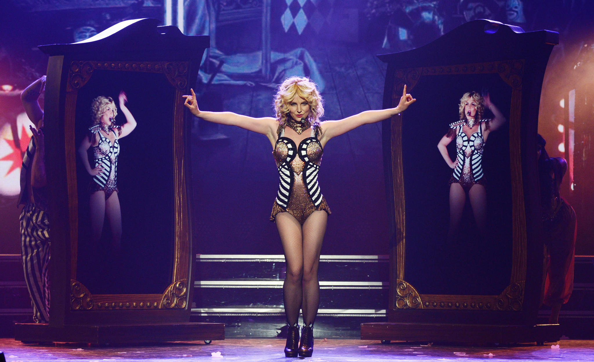 Britney Spears keeps on dancing through wardrobe ... Britney Spears Vegas Showtimes