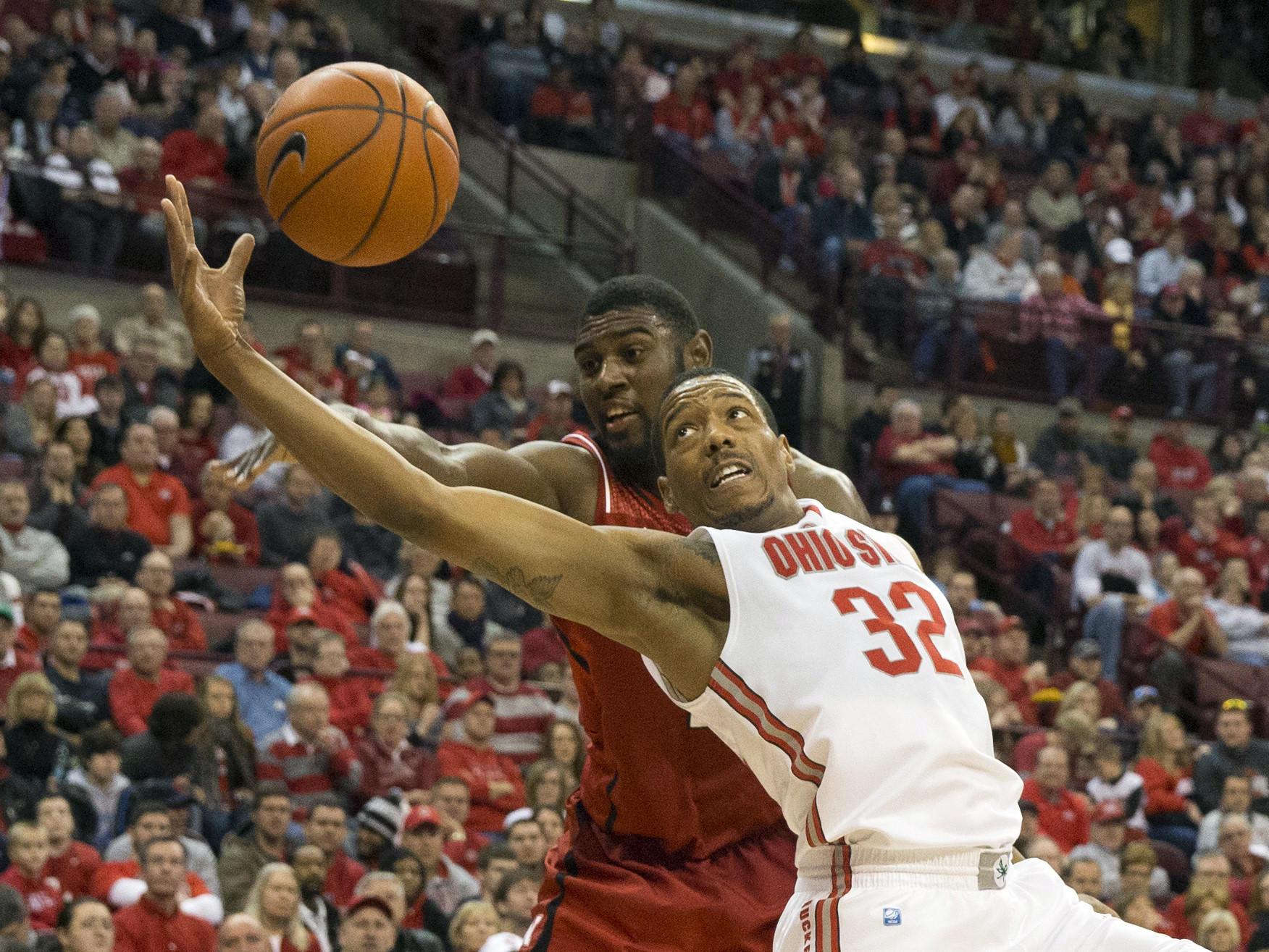 Ohio State Buckeyes guard Lenzelle Smith Jr. (32) beats Nebraska Cornhuskers forward Leslee Smith (21) to a rebound.