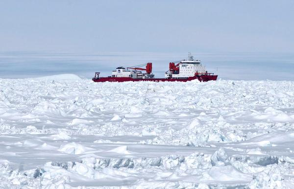 Chinese vessel Xue Long off Antarctica