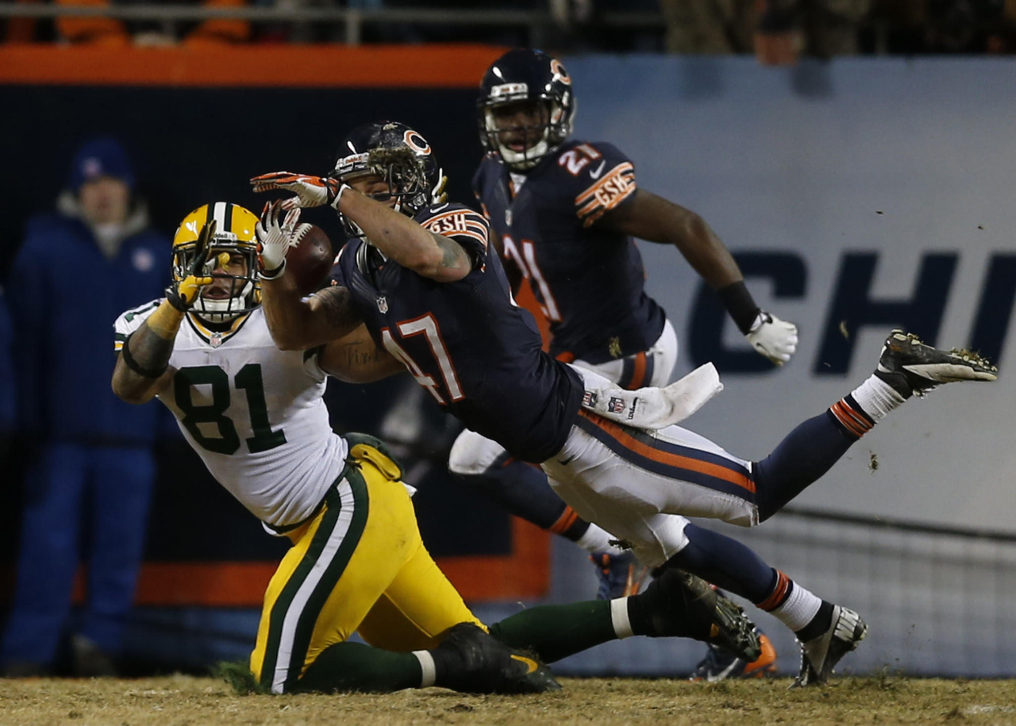 Chris Conte lets a pass slip through his hands and into those of the Packers' Andrew Quarless in the 4th quarter.