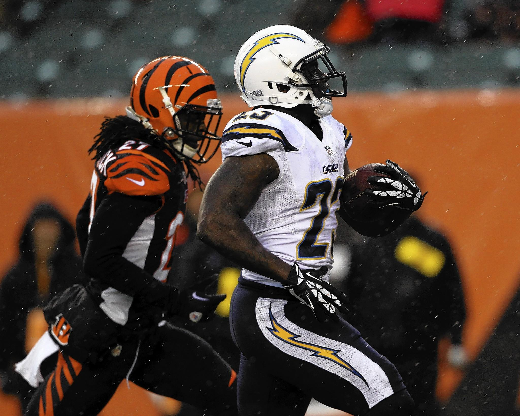 San Diego Chargers running back Ronnie Brown (23) runs for a touchdown in the fourth quarter with Cincinnati Bengals cornerback Dre Kirkpatrick giving chase.