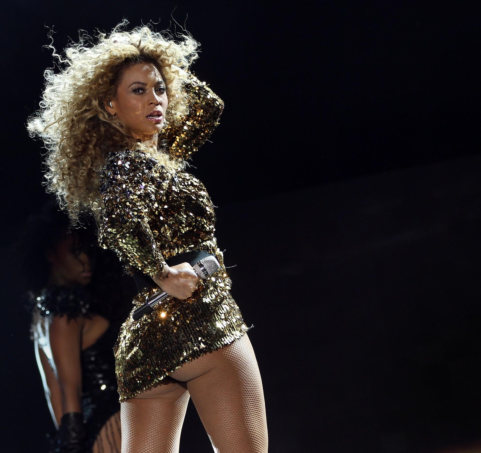 (FILES) A picture taken on June 26, 2011 shows US singer Beyonce performing on The Pyramid Stage during the last day of the Glastonbury festival near Glastonbury, Somerset. Beyonce has surprised fans and media alike by releasing an album titled Beyonce on December 13, 2013 on iTunes, the online music download site. AFP PHOTO / Adrian DennisADRIAN DENNIS/AFP/Getty Images ORG XMIT: