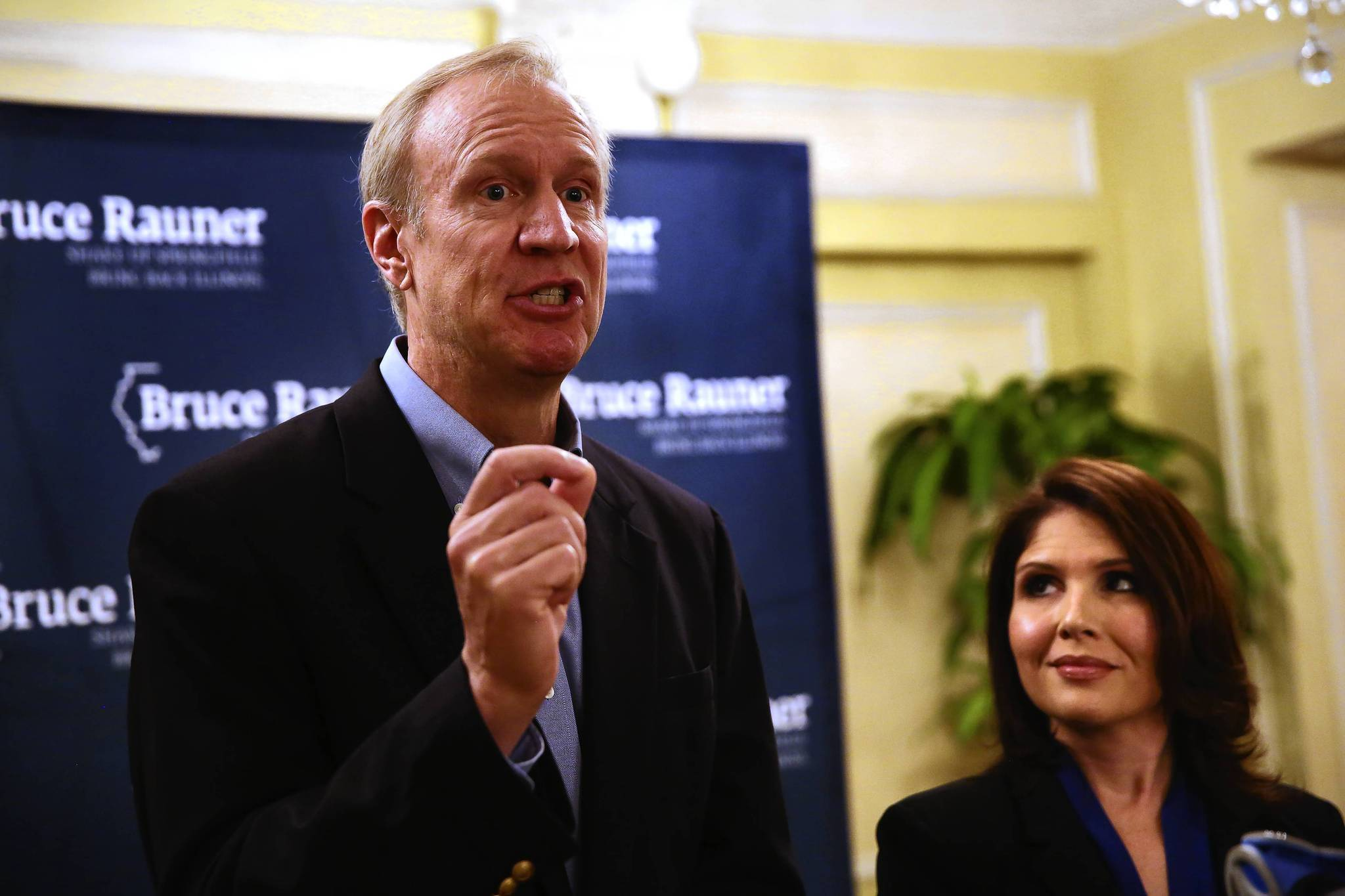 Republican candidate for Illinois governor Bruce Rauner said on Wednesday that he made a mistake when he proposed slashing the state's minimum wage by one dollar.