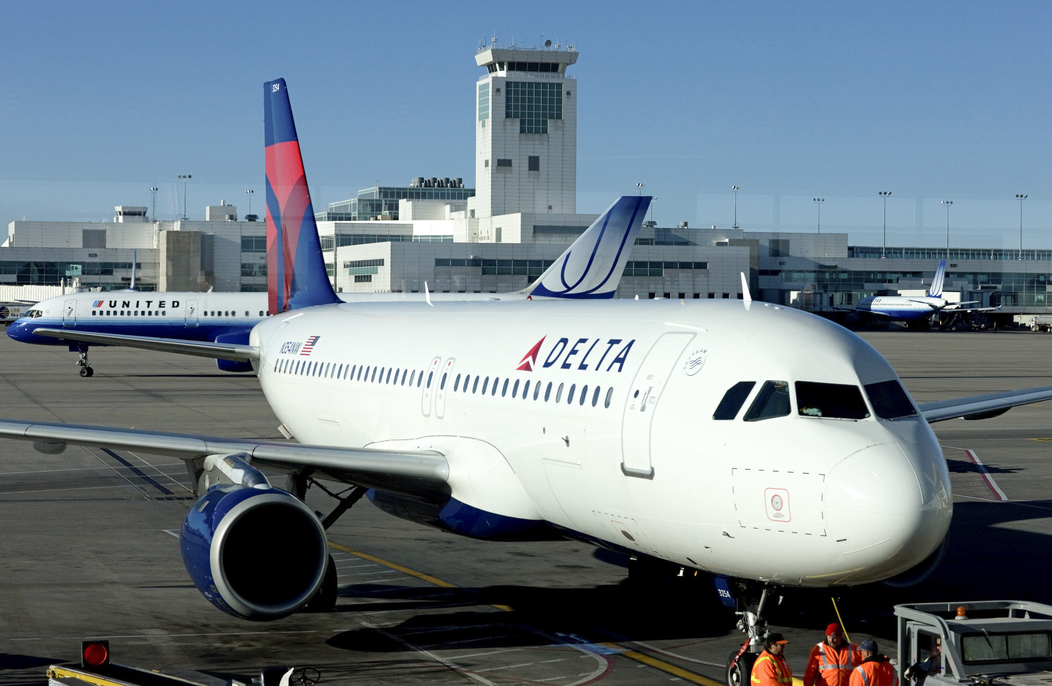 Delta to add seats with outlets and bigger overhead bins on 225 planes