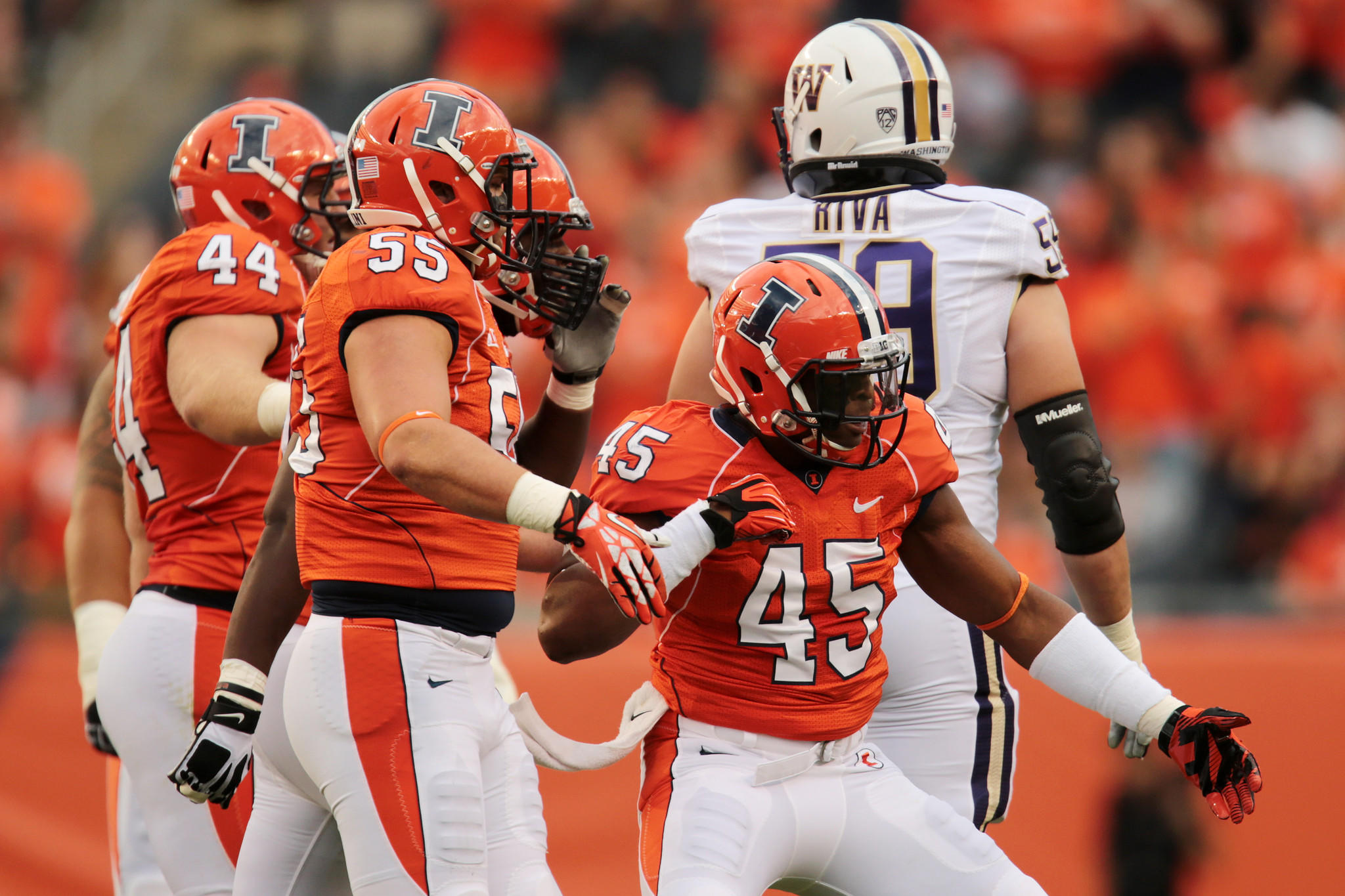 Illinois linebacker Jonathan Brown (45) celebrates a sack in the first half against Washington at Soldier Field.