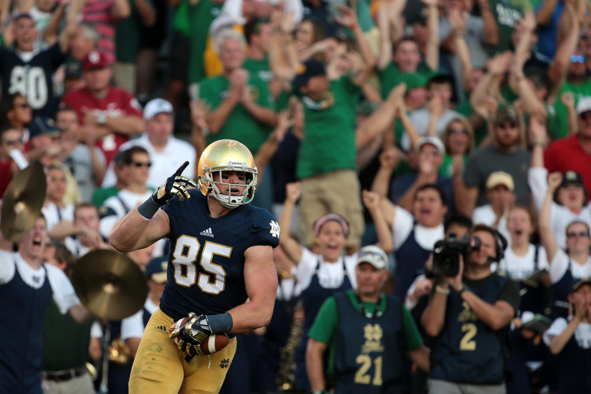 Notre Dame tight end Troy Niklas celebrates after scoring a touchdown during the second half.