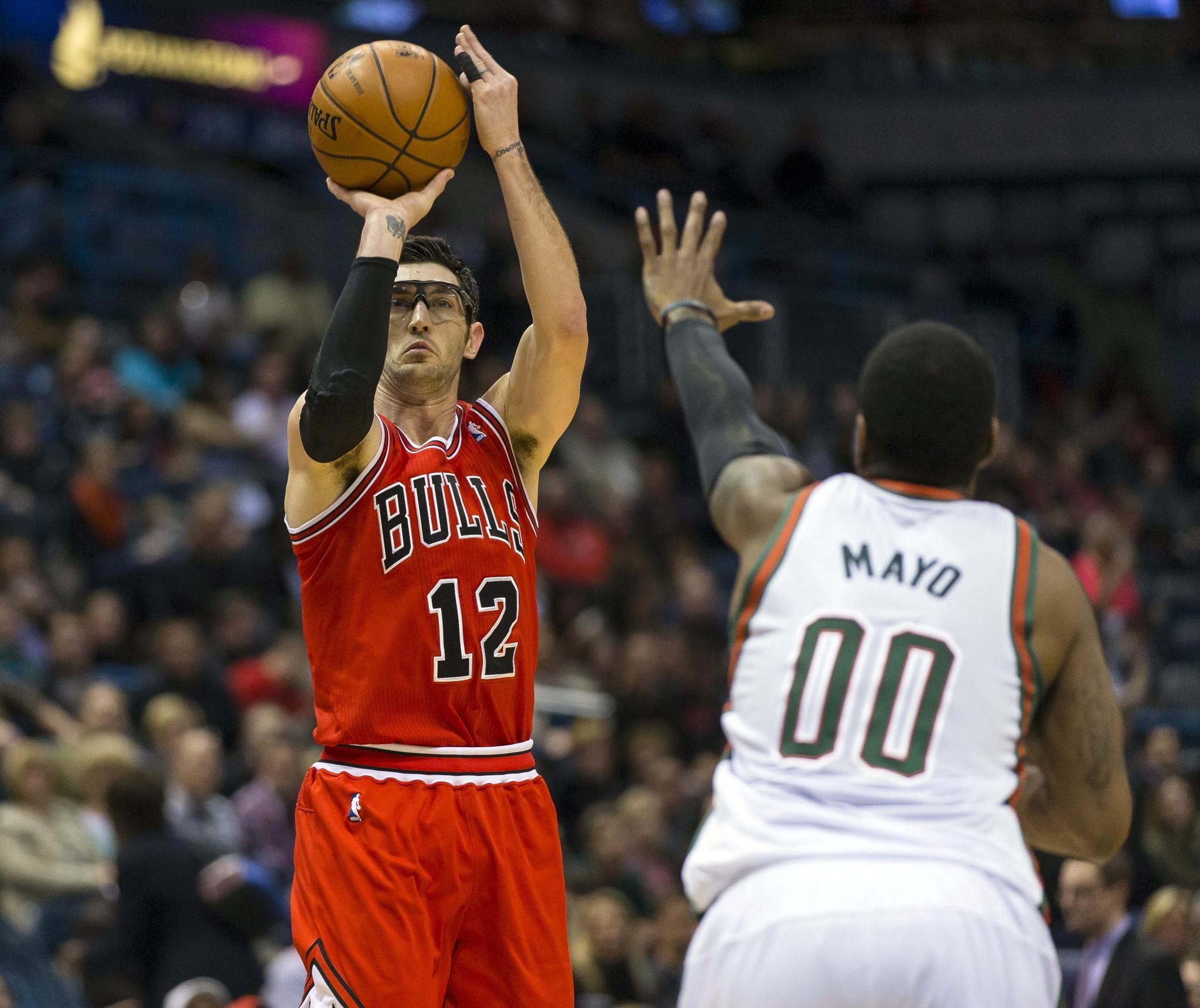 Bulls guard Kirk Hinrich (12) shoots Friday against Bucks guard O.J. Mayo.
