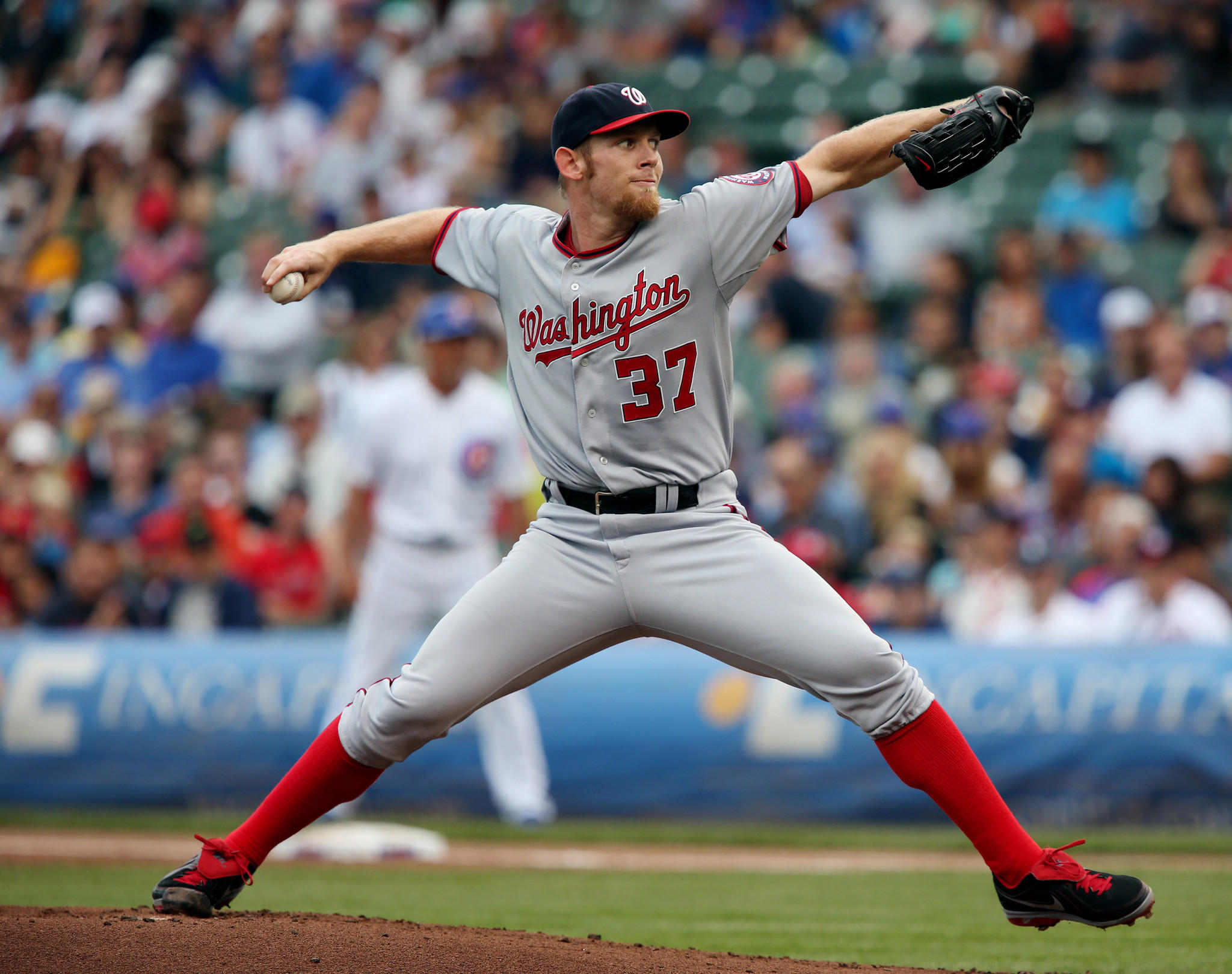 Stephen Strasburg signed a one-year contract with the Nationals.