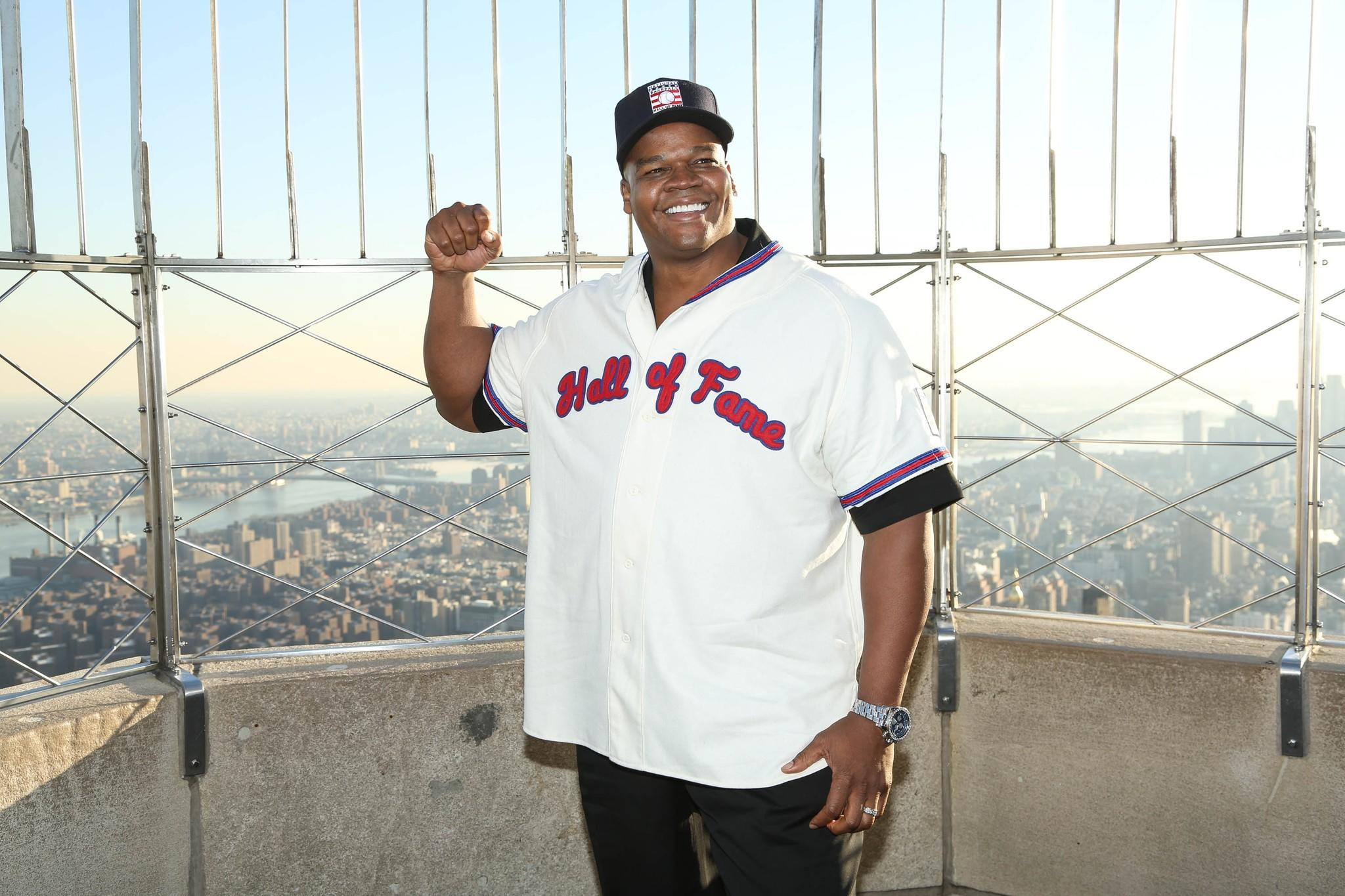 NEW YORK, NY - JANUARY 09: 2014 Baseball Hall of Fame Electee Frank Thomas visits at The Empire State Building on January 9, 2014 in New York City. (Photo by Rob Kim/Getty Images) ORG XMIT: 461743759