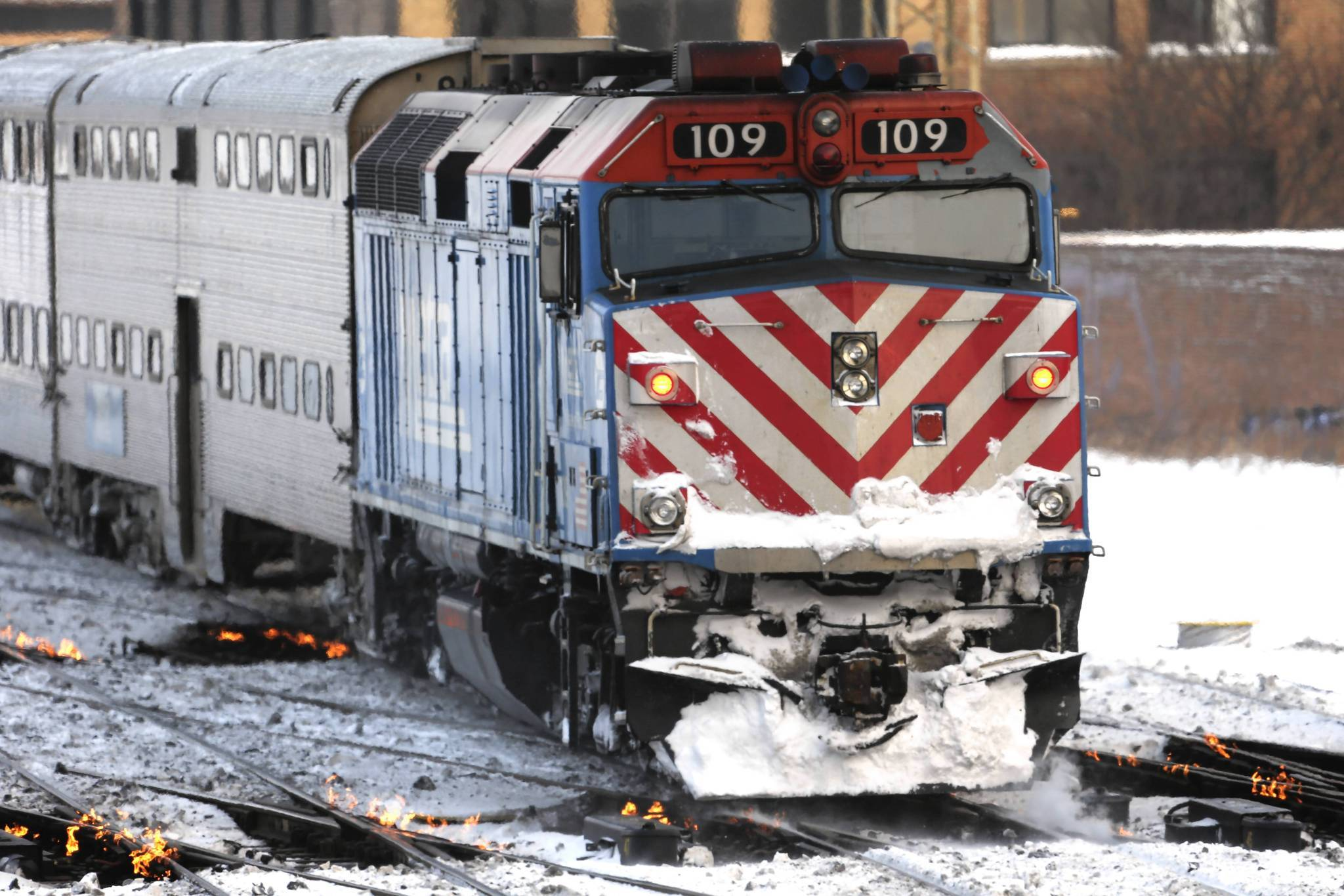 The federal government said Monday that it will take action this year that could eventually require Metra and other railroads to install inward-facing video cameras in locomotives to focus on engineers and help accident investigators determine if their was dangerous behavior, such as sleeping or texting.