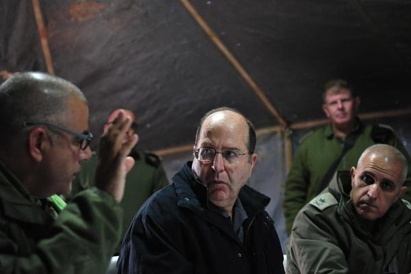 Israeli defense minister gets military briefing
