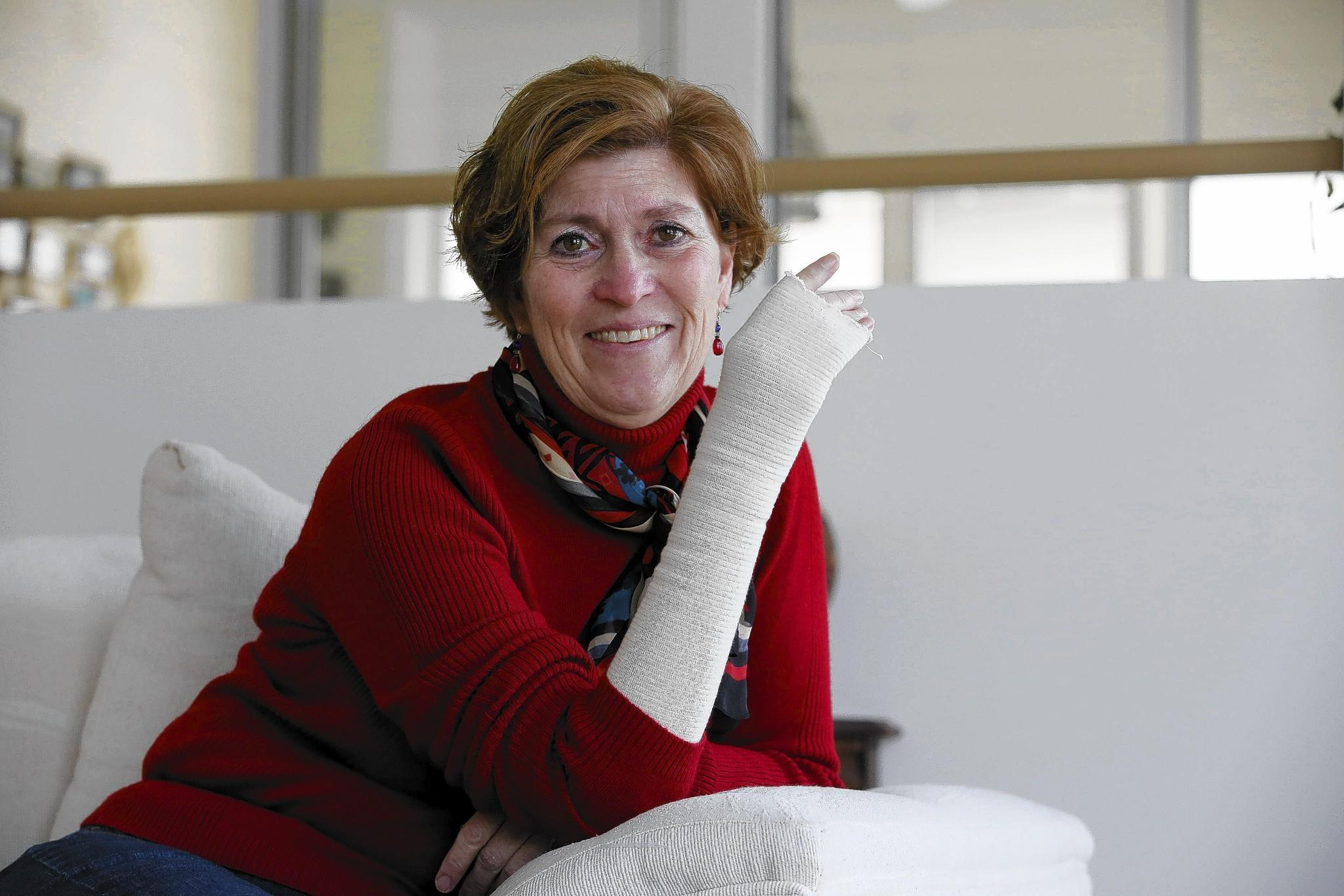 Darien resident Paula Wallrich broke her right hand in December when she fell in the intersection at 49th Street and Woodlawn Avenue in Chicago. Four men helped her during her ordeal, but she doesn't know their names or where to find them in order to thank them.