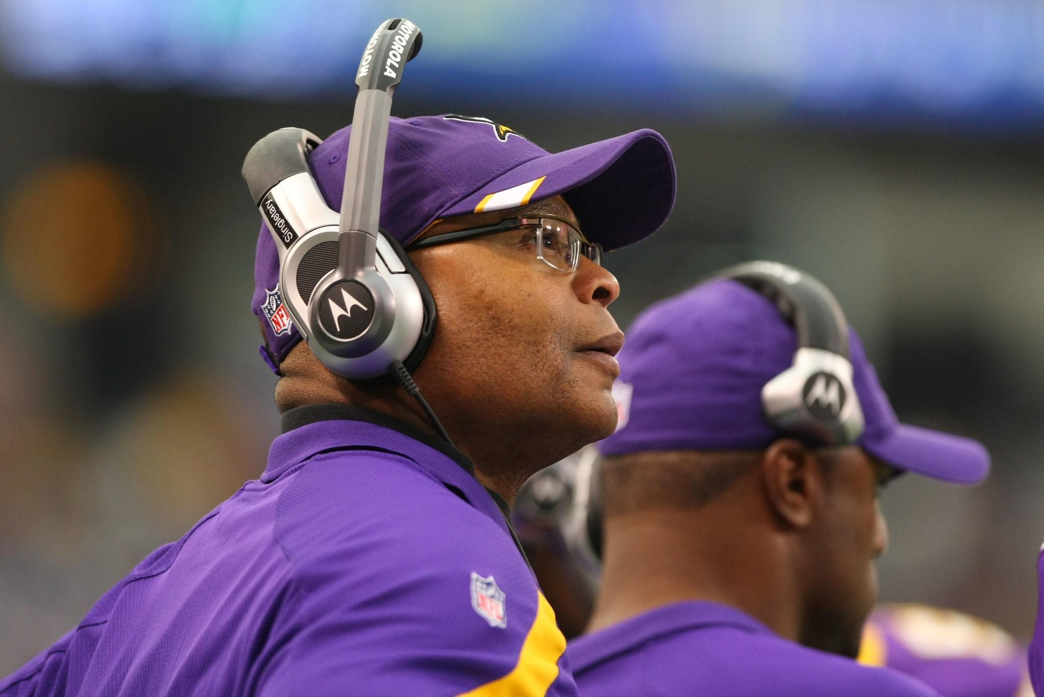 Vikings assistant coach Mike Singletary against the Raiders at the Metrodome.