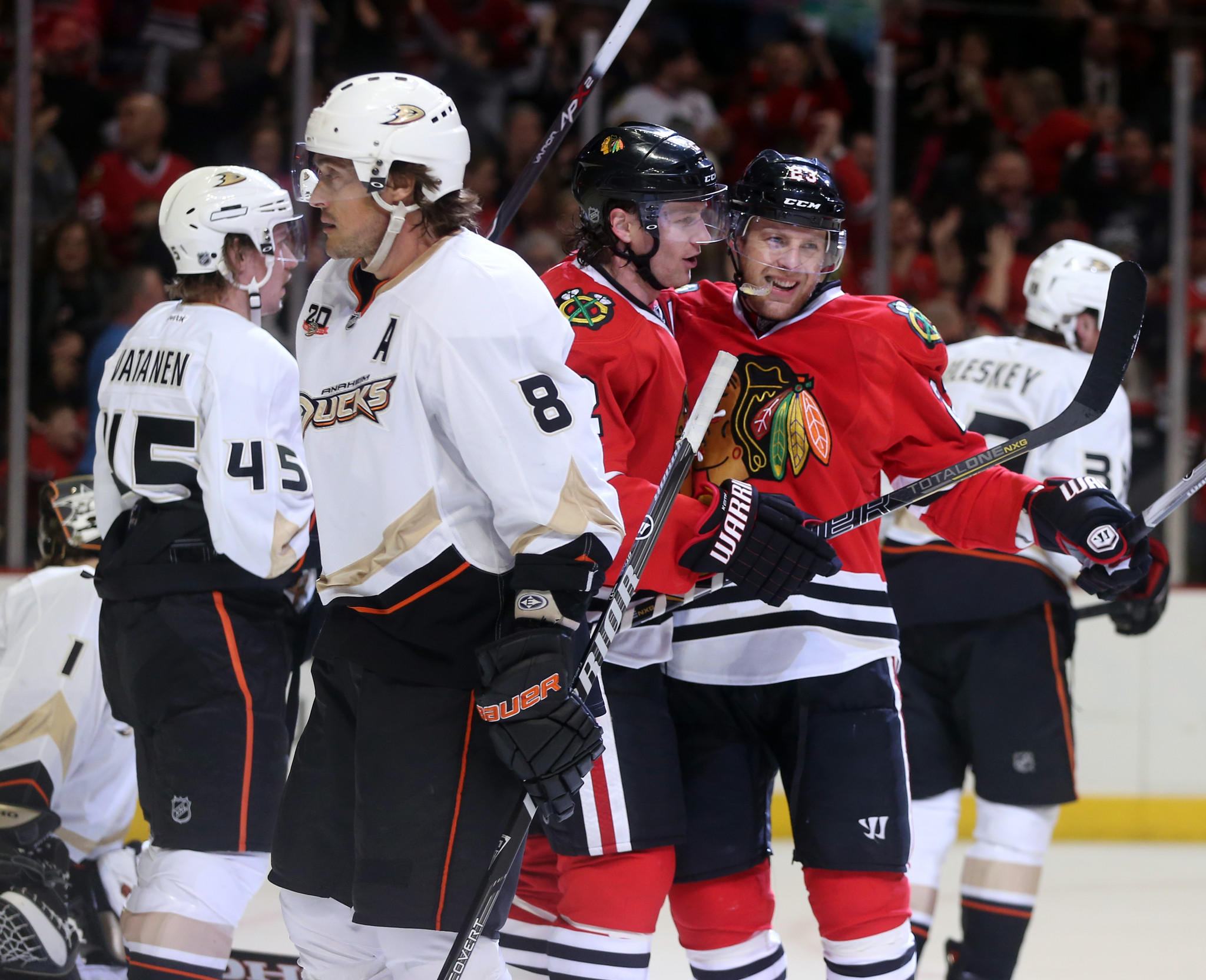 Blackhawks right wing Kris Versteeg (23) celebrates his goal with Duncan Keith against the Ducks.