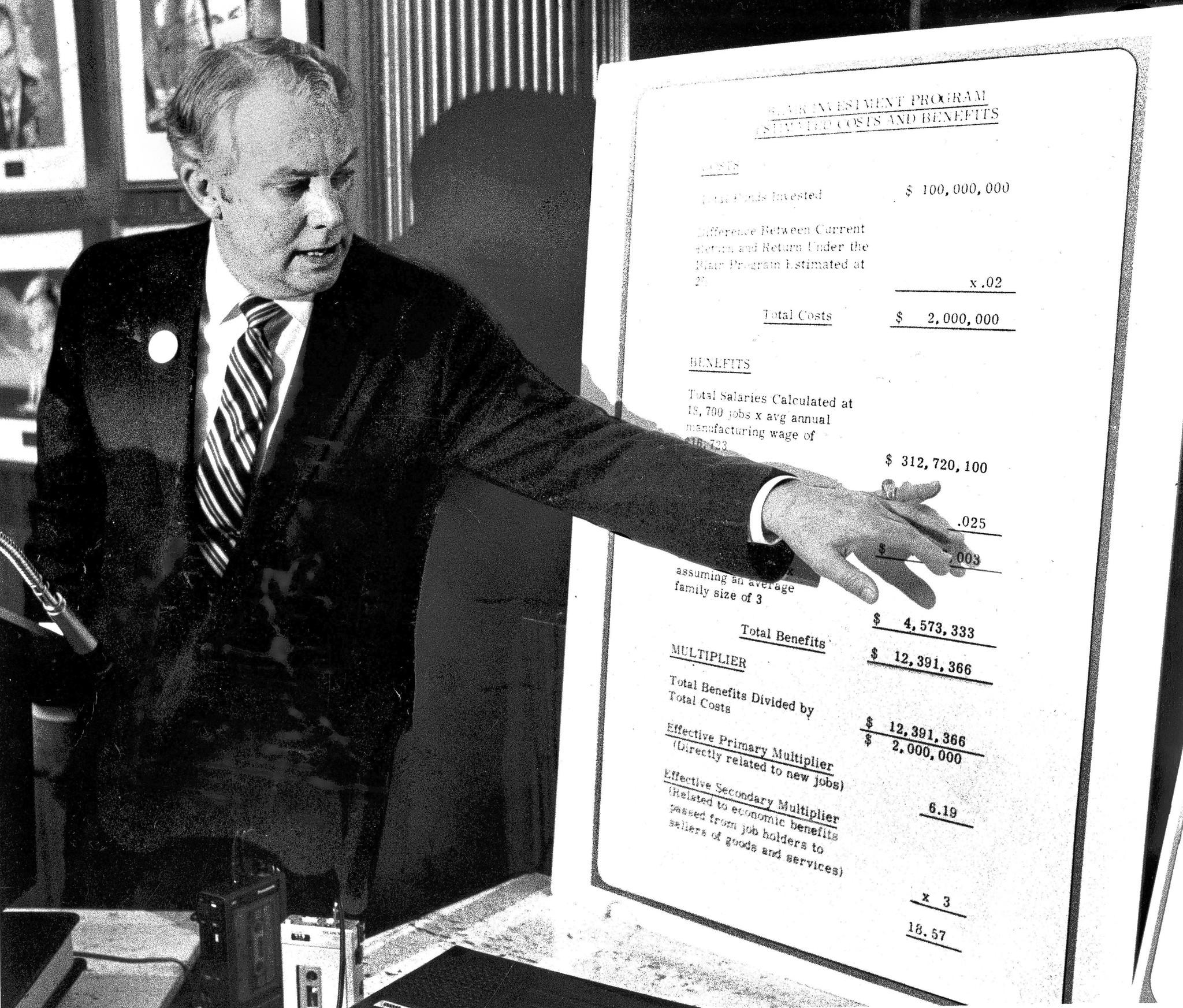 W. Robert Blair II, a former Republican speaker of the Illinois House, campaigns at the Chicago Press Club for state treasurer in 1982.