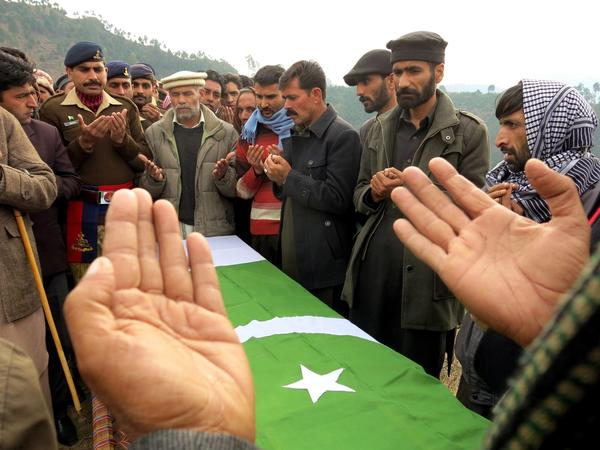 Funeral for Pakistan bomb victim