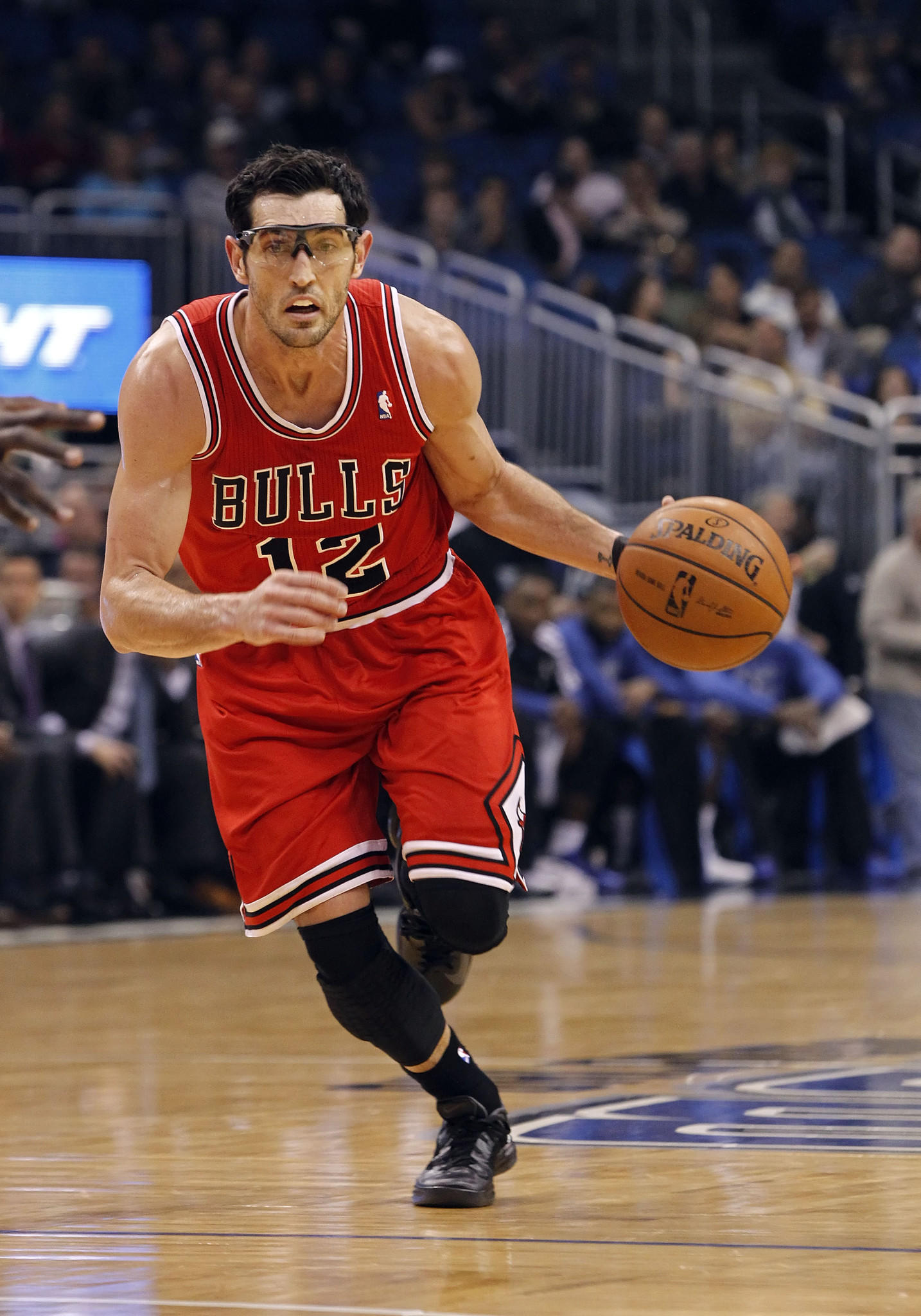 Bulls shooting guard Kirk Hinrich (12) drives to the basket against the Orlando Magic.