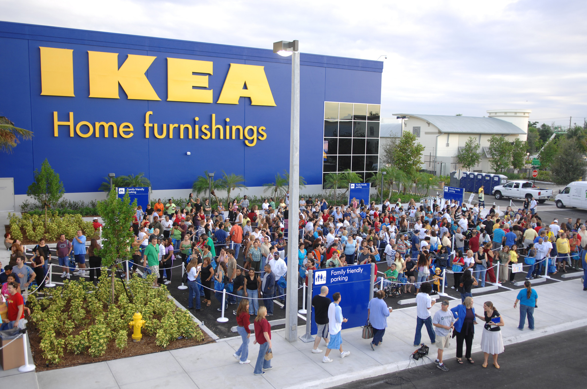 Ikea to hire 350 in south florida sun sentinel for Restaurant ikea miami