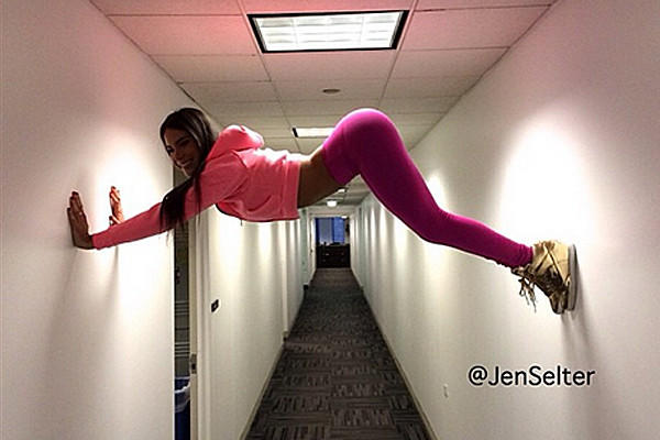 One of Jen Selter's many #belfies