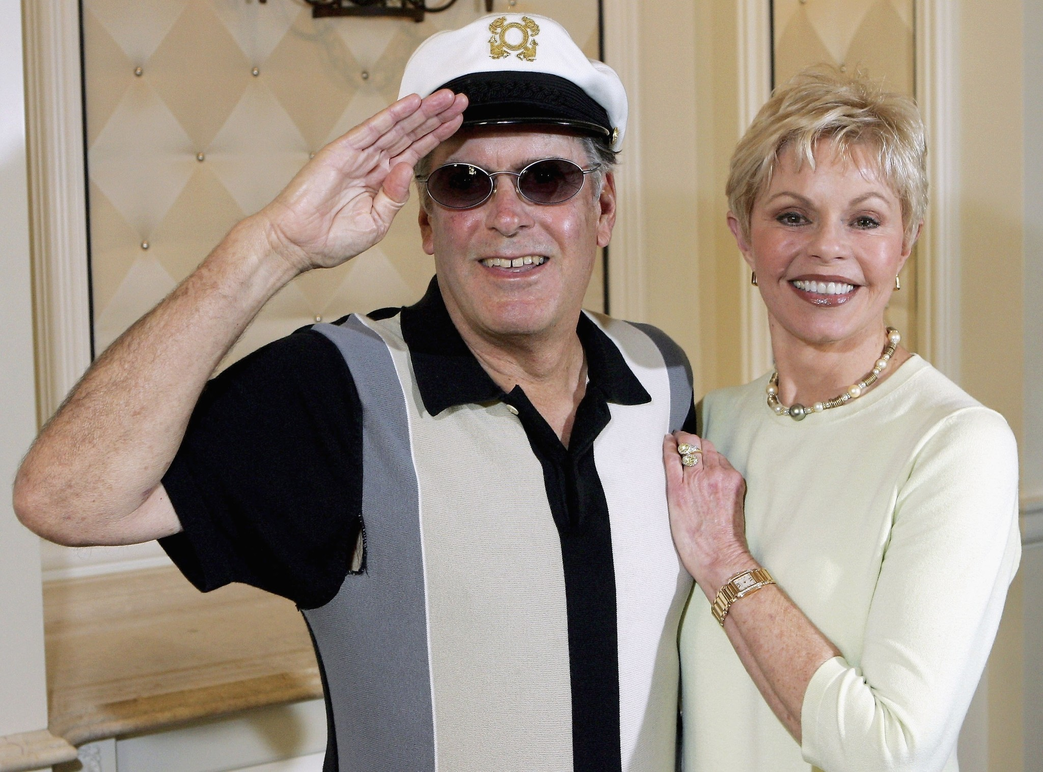Captain and tennille huge eyes
