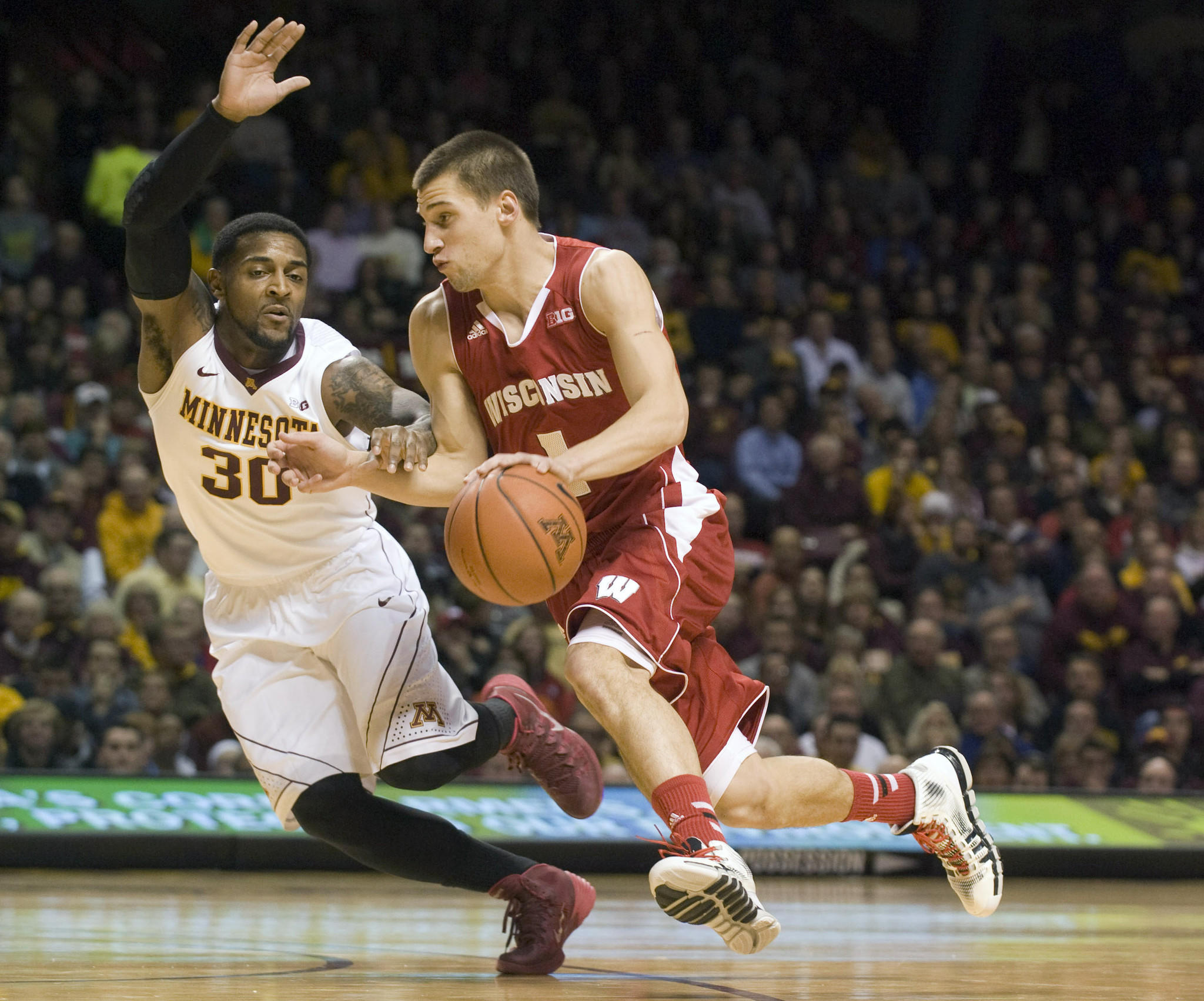 Wisconsin's Ben Brust drives to the basket around Minnesota's Malik Smith in the first half.