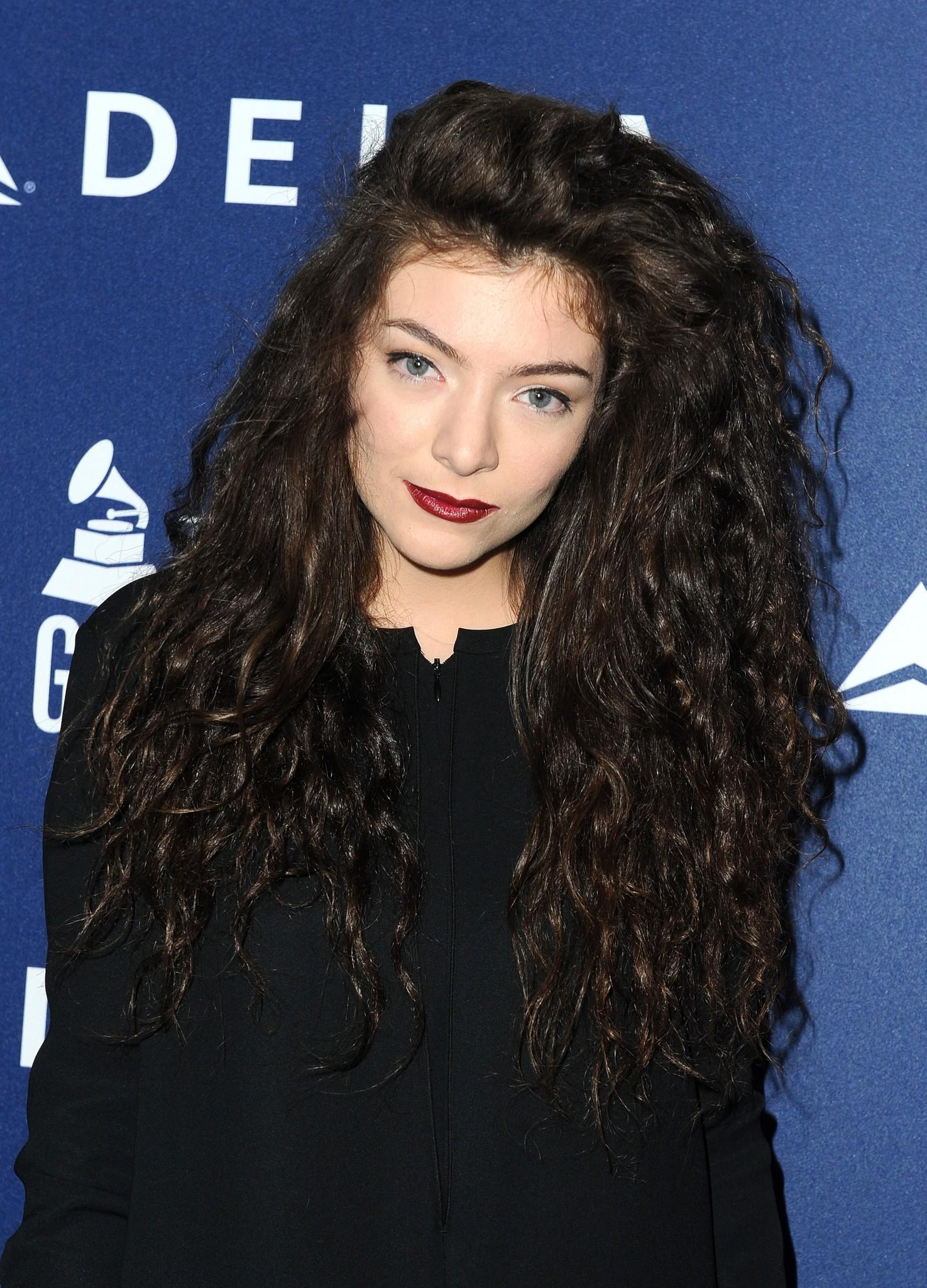 Singer Lorde joins Delta Air Lines in toasting 2014 GRAMMY Weekend with private reception and performance.