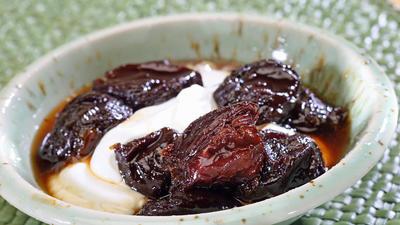 Prune compote in black tea