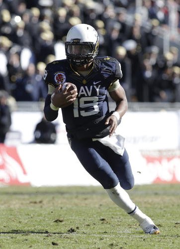 Navy quarterback Keenan Reynolds looks for running room against Middle Tennessee State in the Armed Forces Bowl.