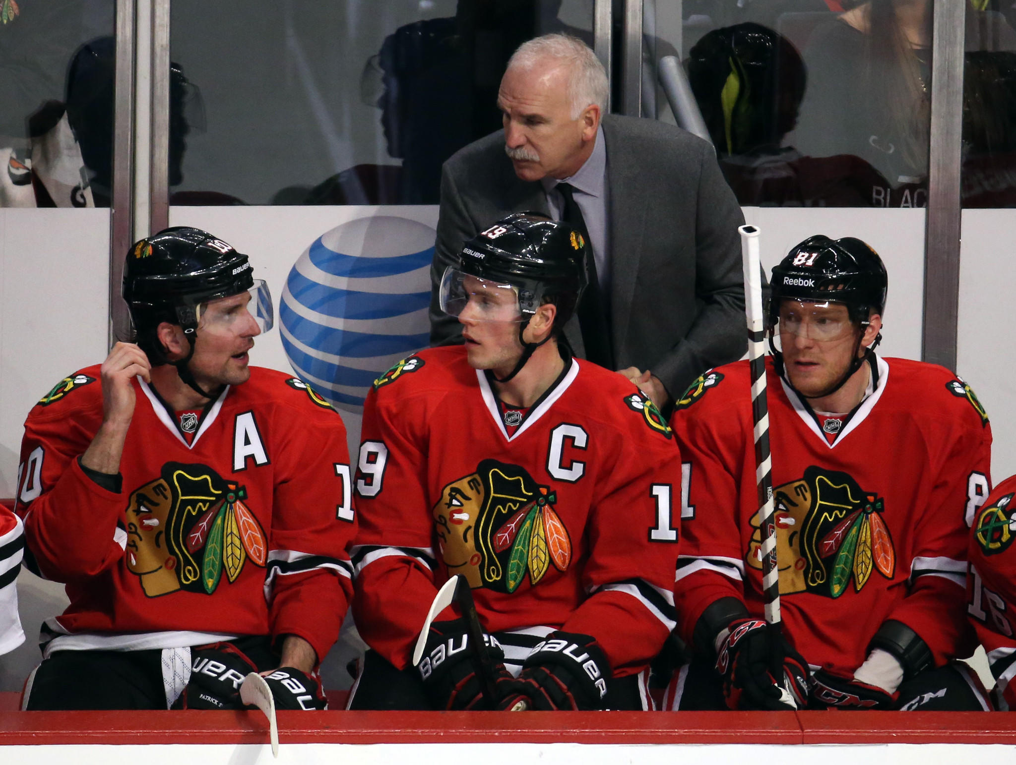 Chicago Blackhawks left wing Patrick Sharp (10), Jonathan Toews, Marian Hossa and coach Joel Quenneville talk in the second period Friday, Jan. 17, 2014 at the United Center.