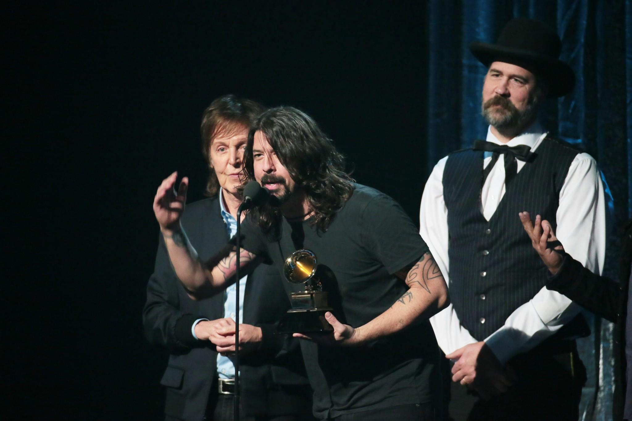 Paul McCartney Dave Grohl And Krist Novoselic Accept The Grammy For Best Rock Song