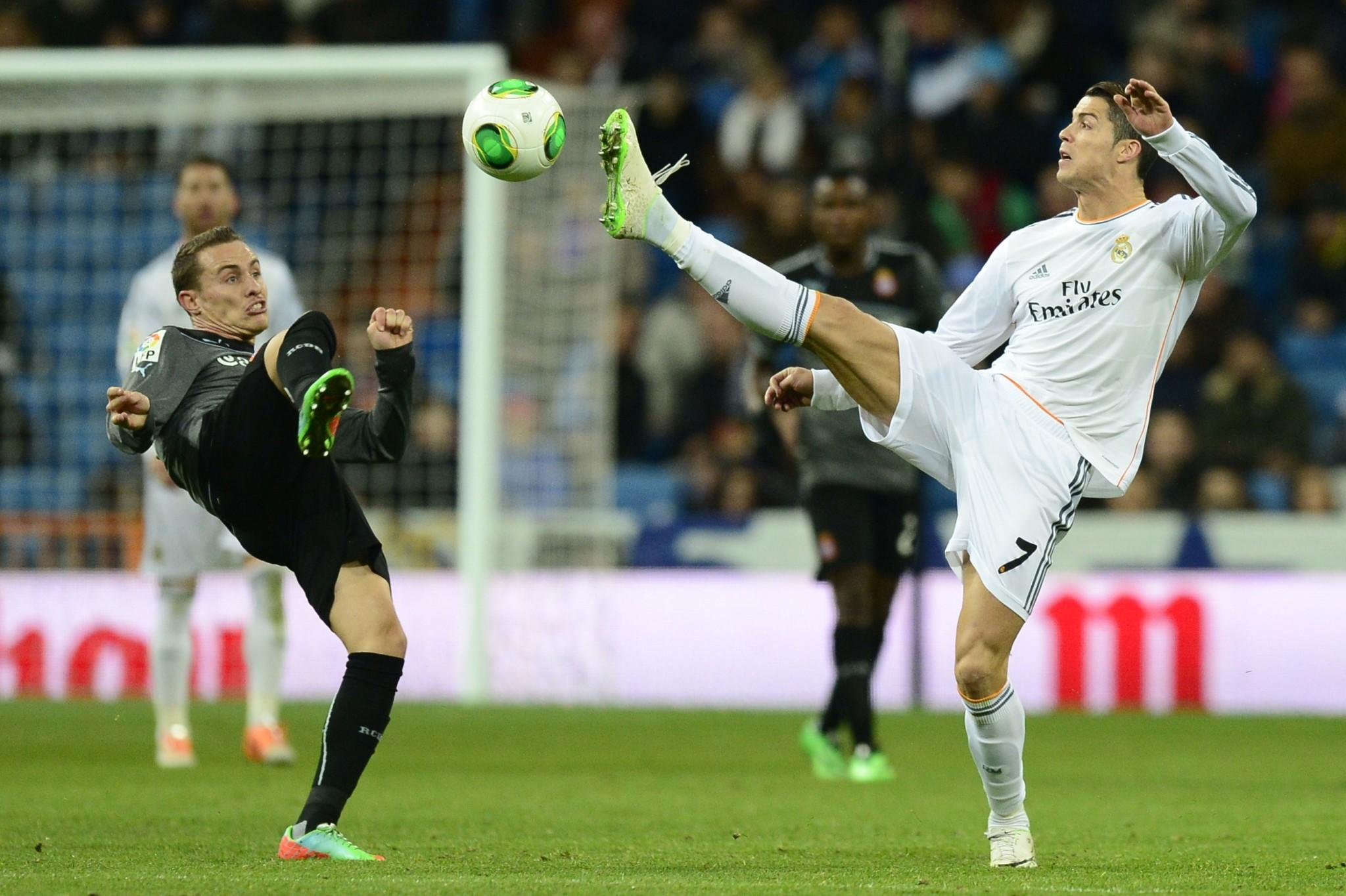 Real Madrid's Portuguese forward Cristiano Ronaldo (R) vies with Espanyol's midfielder Abraham during the Copa del Rey (King's Cup) quarter-final second leg football match Real Madrid vs Espanyol at Santiago Bernabeu stadium in Madrid on January 28, 2014.
