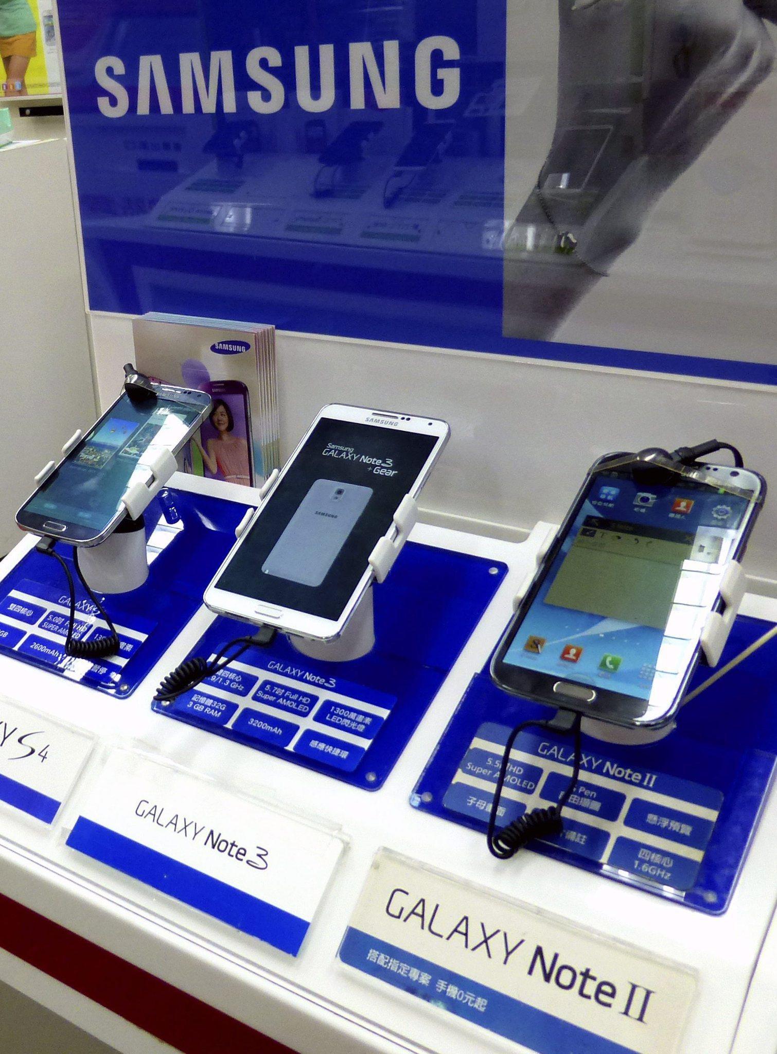 Smartphones reach milestone: 1 billion shipped in 2013 ...