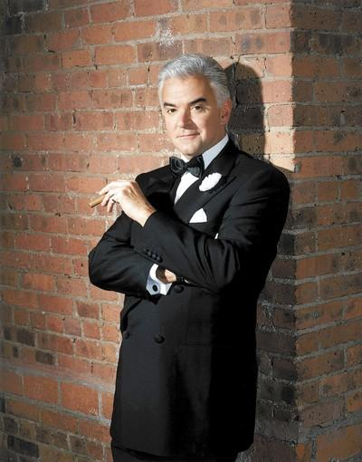 "John O'Hurley is the flashy defense lawyer who succeeds with style (and scam) over substance in ""Chicago,"" which is at the Segerstrom Center for the Arts through Sunday."
