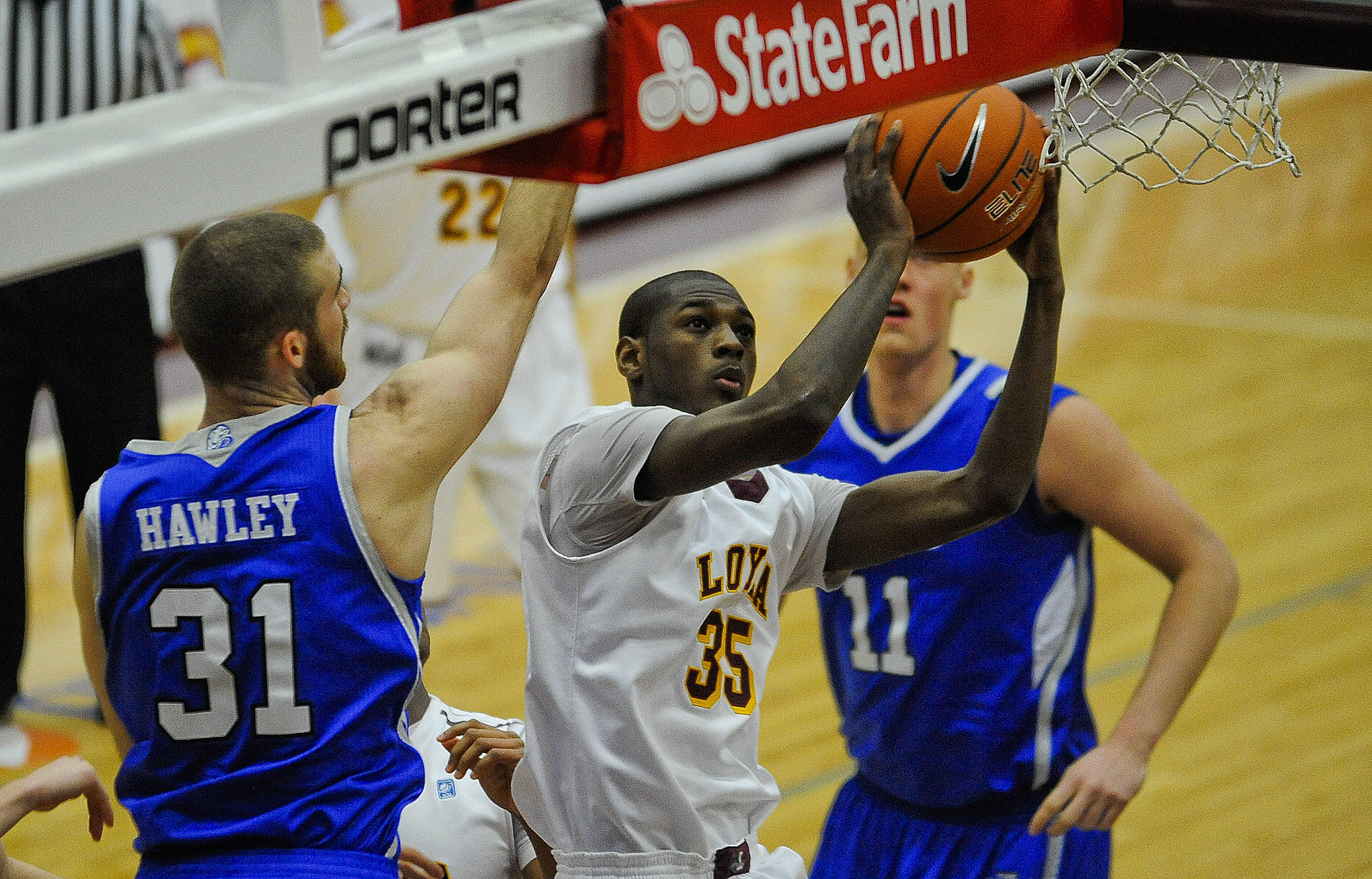 Loyola's Milton Doyle shoots against Drake's Aaron Hawley and Jacob Enevold Jensen during the first half.