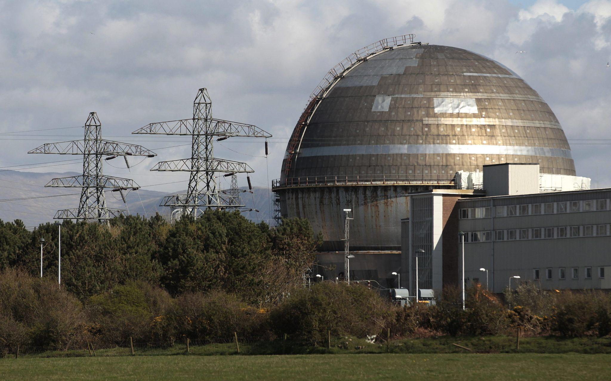 The Sellafield nuclear reprocessing site is seen near Seascale in Cumbria, northern England April 12, 2011. British nuclear reprocessing plant Sellafield said it had detected high levels of radioactivity at one of its on-site monitors and was operating at reduced staffing levels on January 31, 2014. Picture taken April 12, 2011.