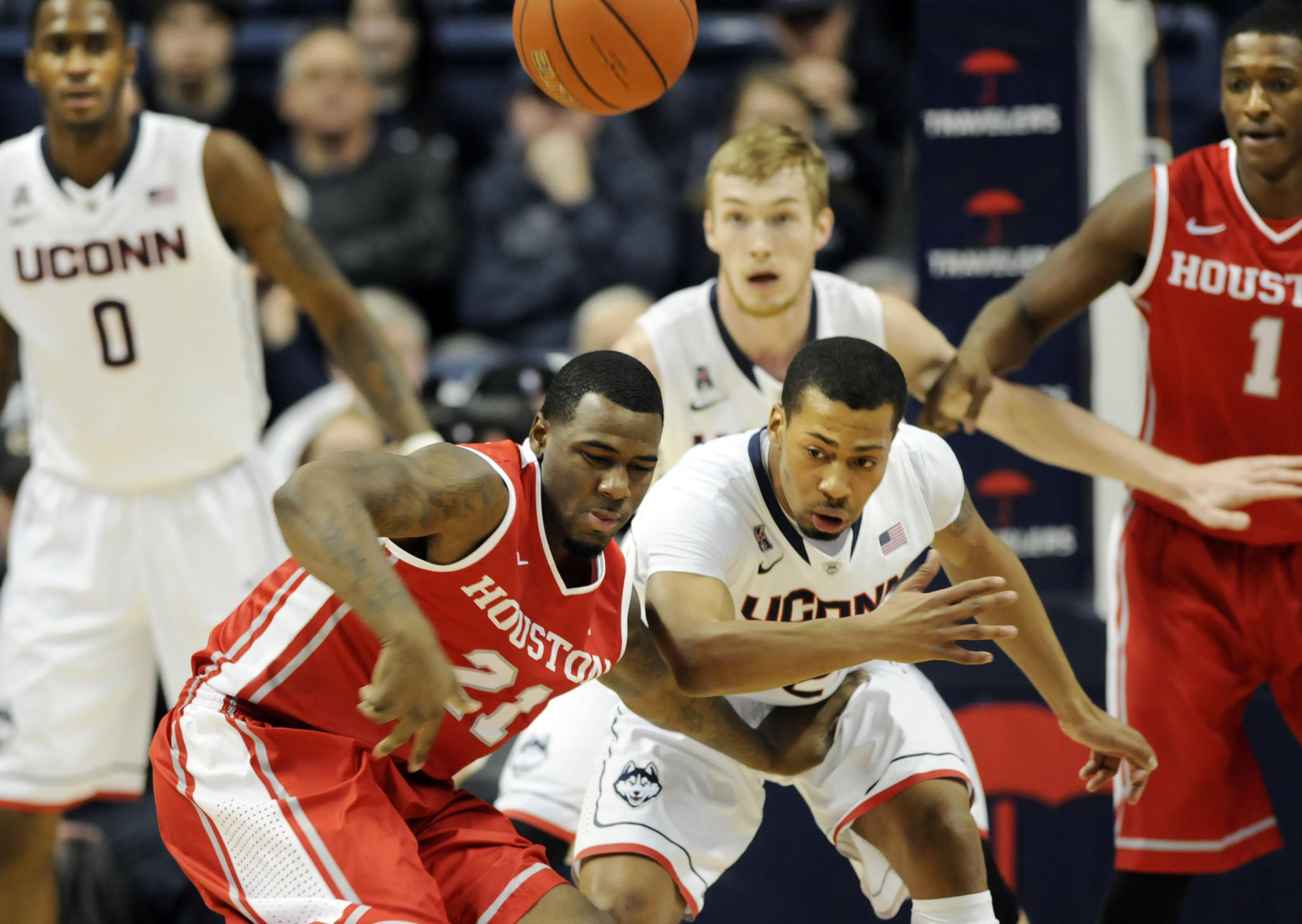 STORRS- 1/30/14- hc-uconn-men-houston-0131- Jherrod Stiggers of houston and Omar Calhoun fight for a loose ball in the first half. The UConn men met the Houston Cougars for a AAC rematch at Gampel Pavilion Thursday night. UConn won, 80-43. STEPHEN DUNN|sdunn@courant.com