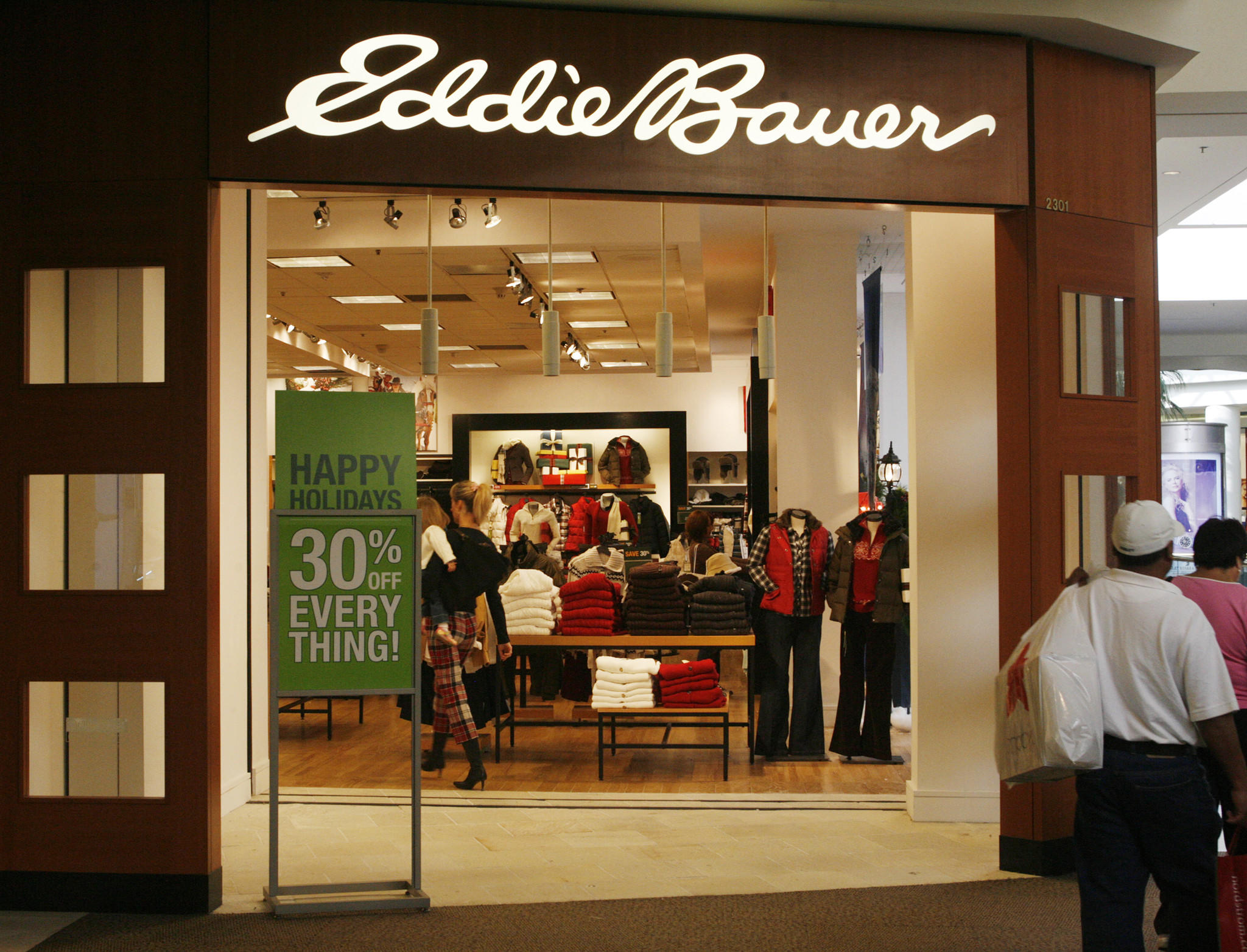A shopper walks into an Eddie Bauer retail store at the Glendale Galleria shopping mall in Glendale, California in this November 28, 2008 file photo.