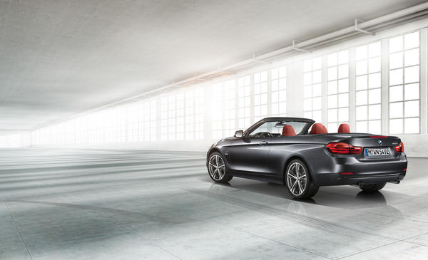The 435i convertible is powered by the same 3.0-liter turbocharged inline six-cylinder engine as the 435i coupe and 335i sedan.