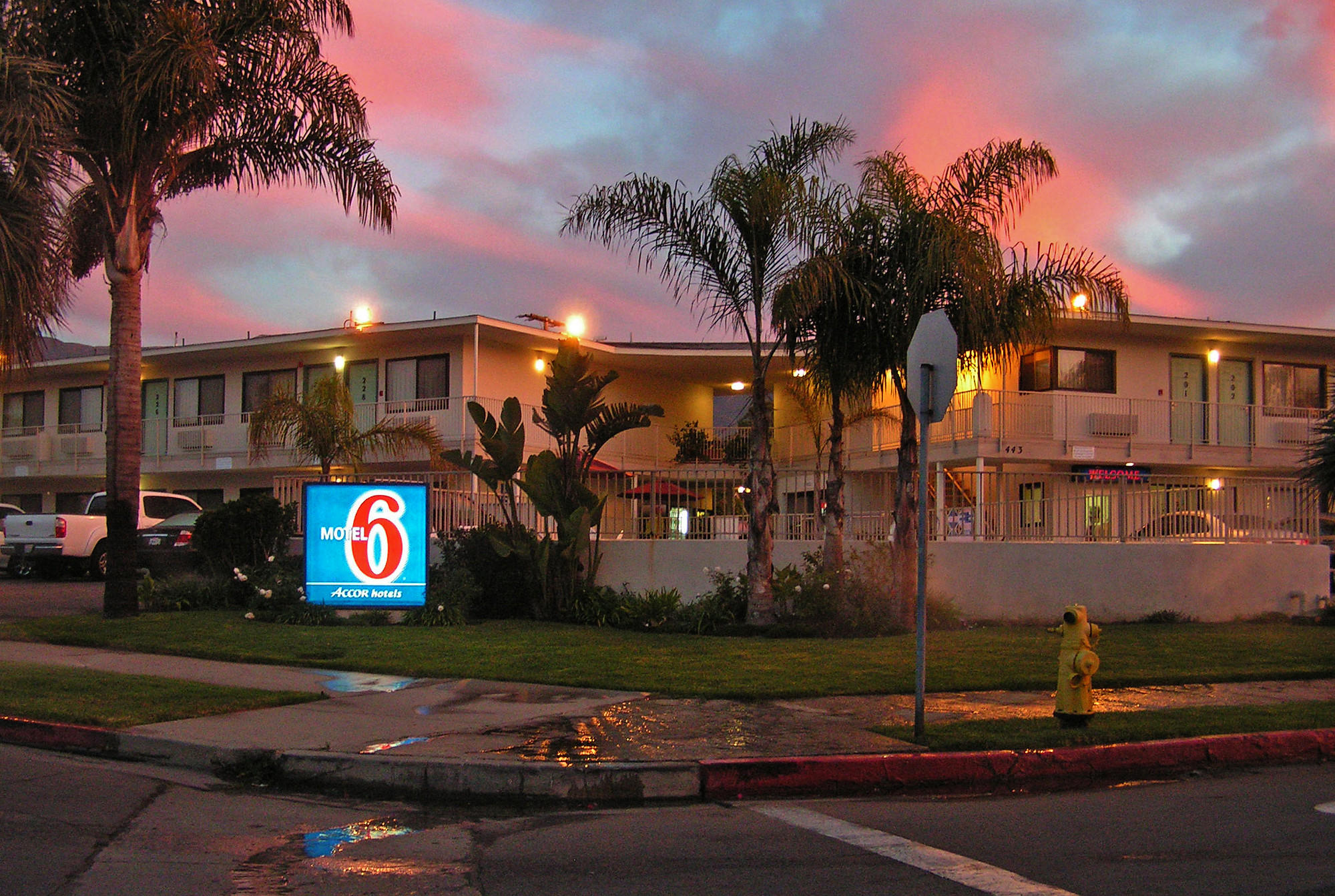 Top Super Bowl Radio Ads Motel 6 Turns Lights On Latimes
